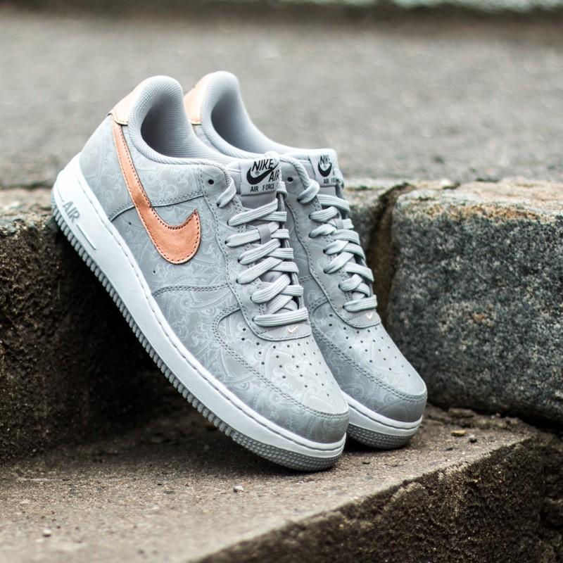promo code b7e2a 91921 Nike Air Force 1´07 LV8 Wolf Grey Metallic Red Bronze-White