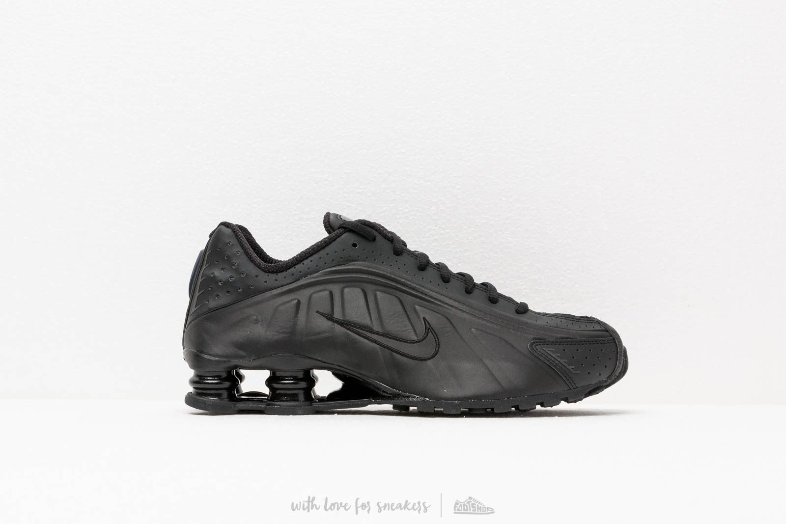 92035374926 Nike Shox R4 Black  Black-Black at a great price 139 € buy at