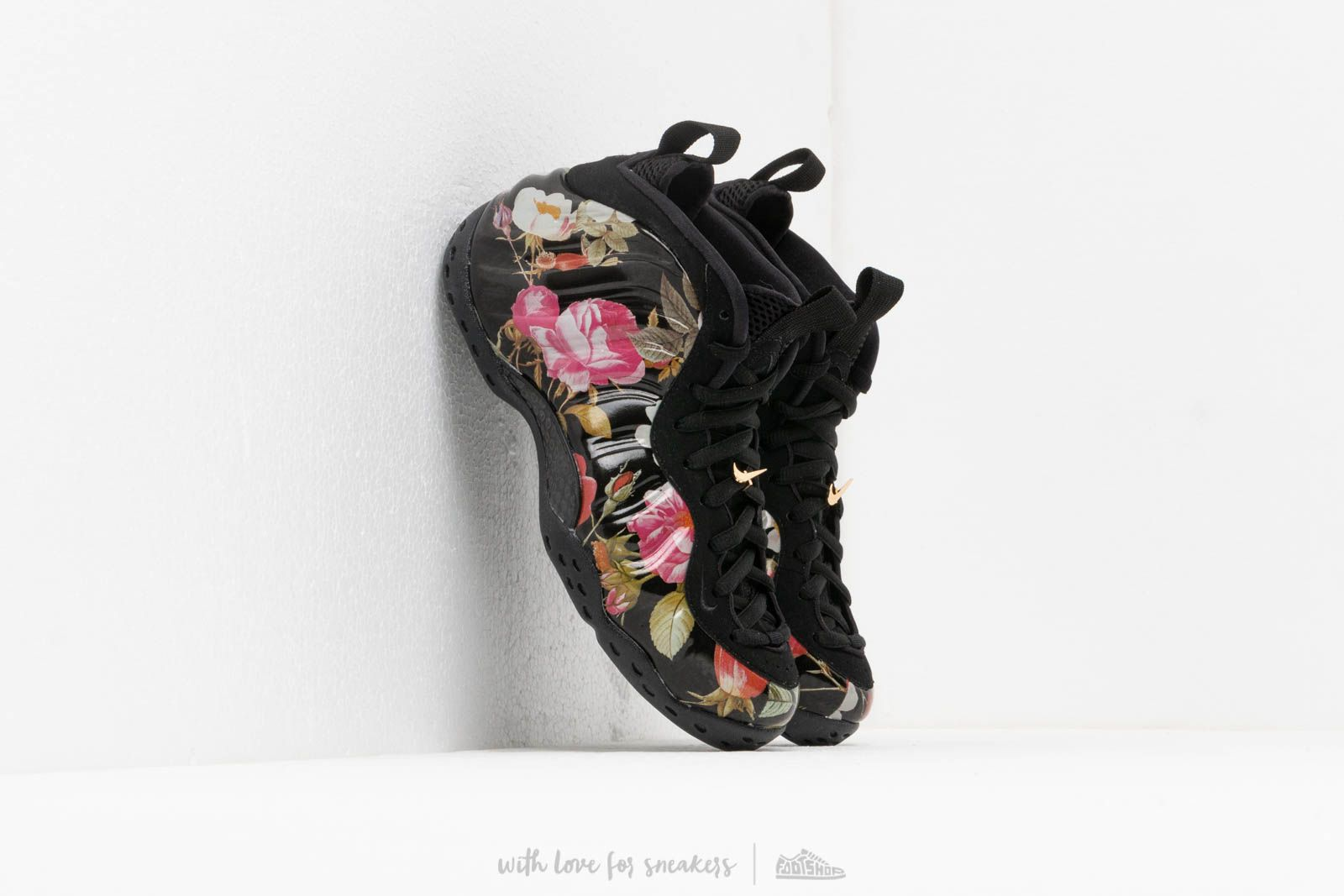 d2376292b17 Nike Air Foamposite One Floral Black  Black-White