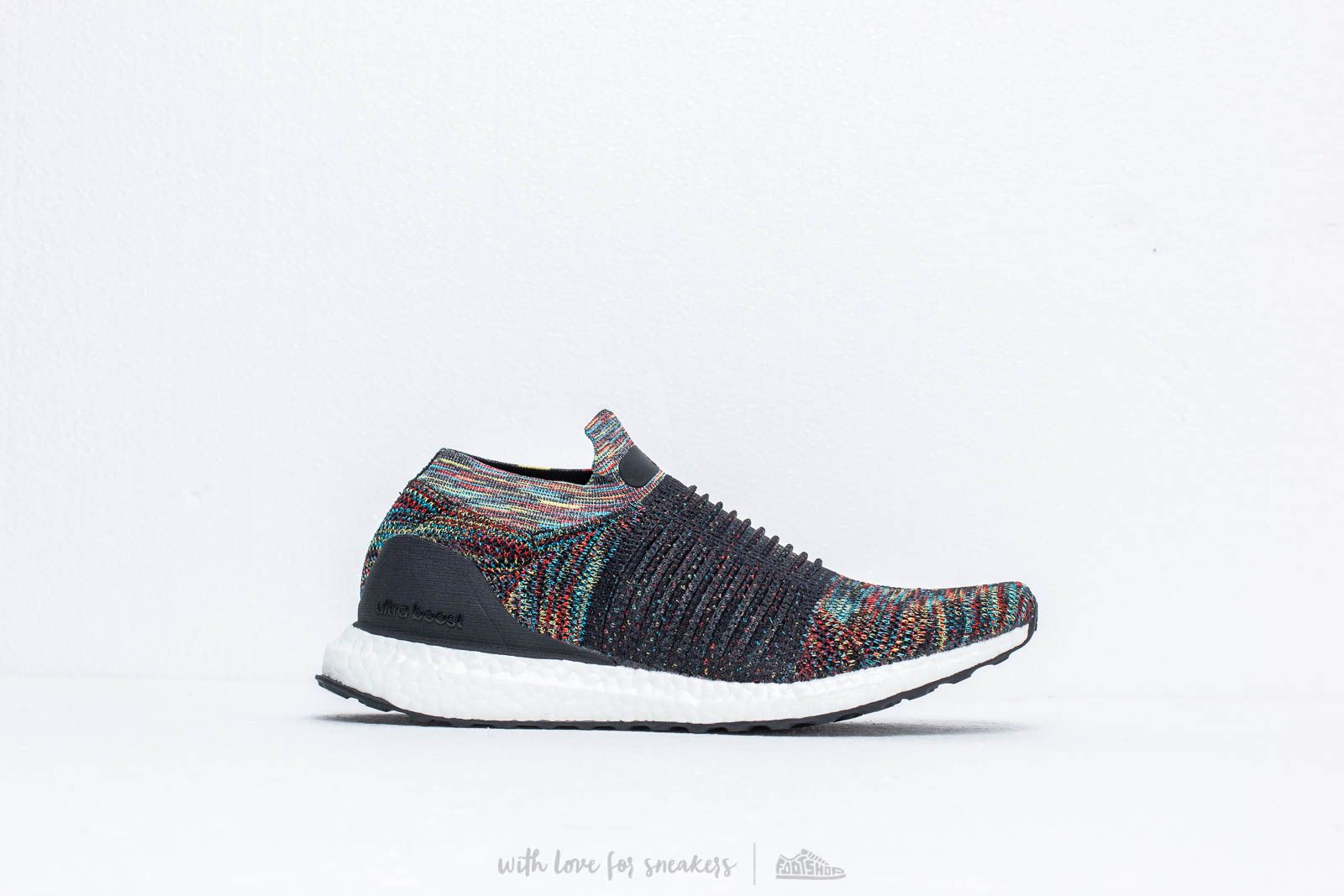 61c2f146dc2c3 adidas Ultraboost Laceless Core Black  Shoyel  Active Red at a great price  176 €