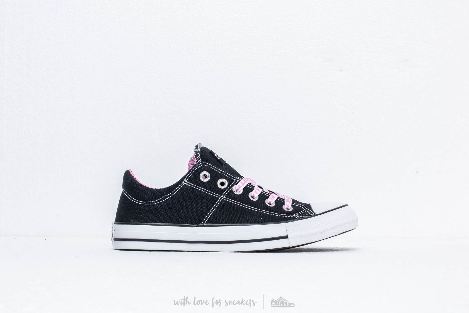 0a4552d6e5b05b Converse x Hello Kitty Chuck Taylor All Star Madison Black/ Prism Pink/  White at