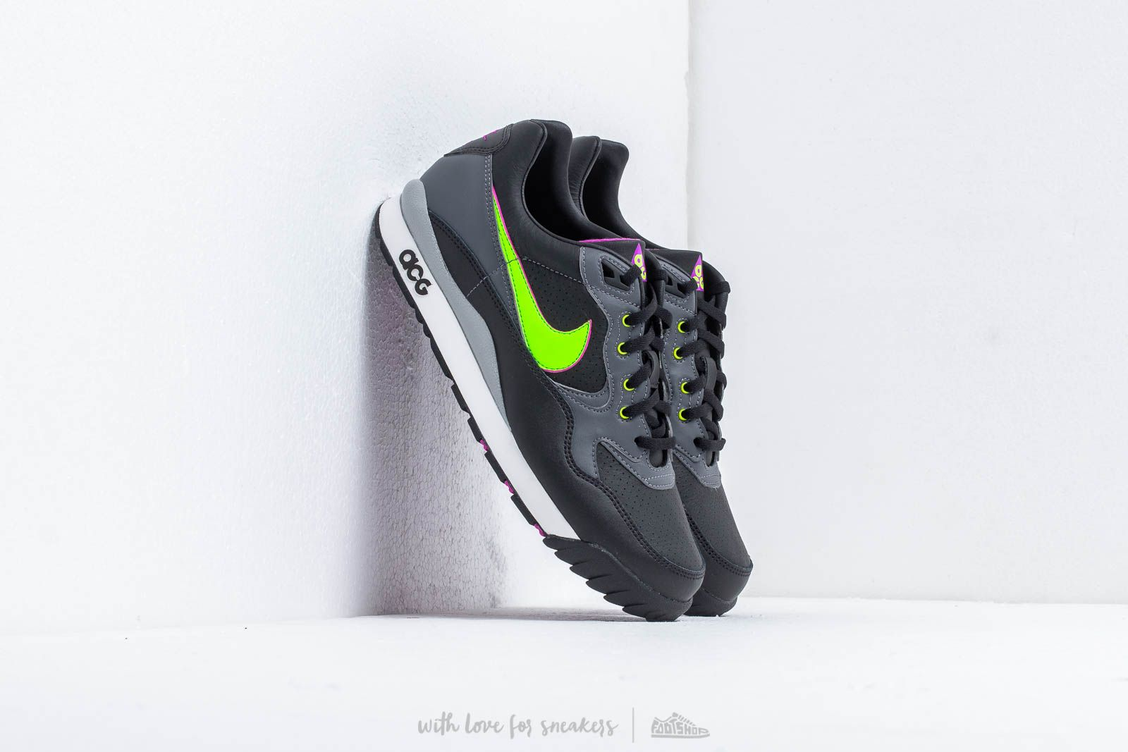sports shoes c489d 1cbb4 Nike ACG Air Wildwood Black Electric Green at a great price 103 € buy at