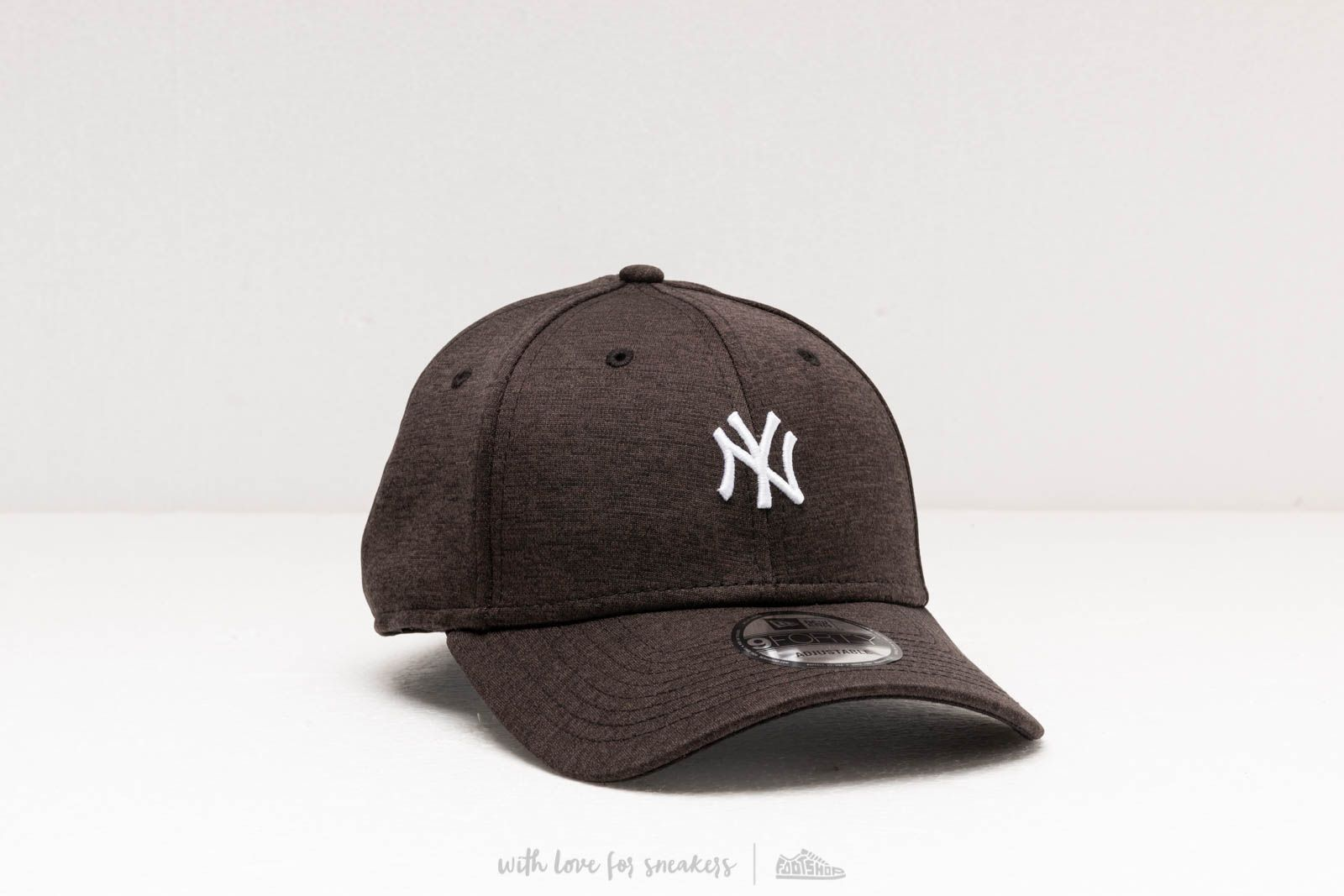 New Era MLB 9Forty Shadow Tech Cap New York Yankees