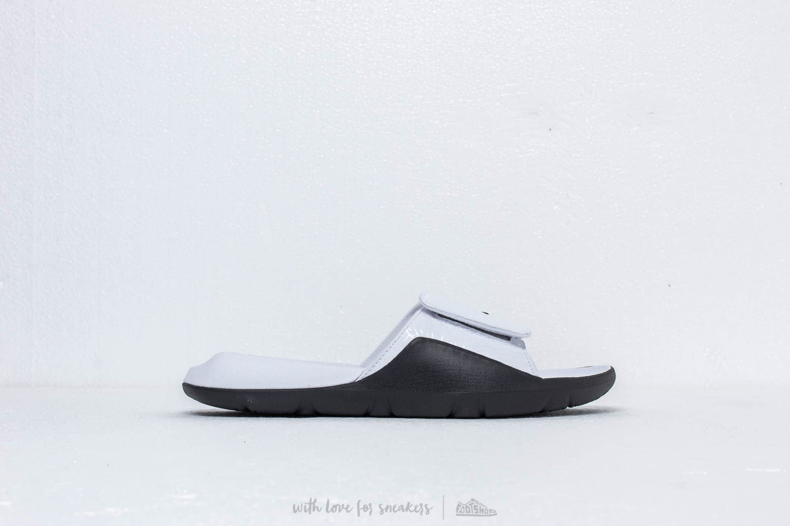 7d9dcca5c Jordan Hydro 7 V2 White  Black at a great price 51 € buy at Footshop