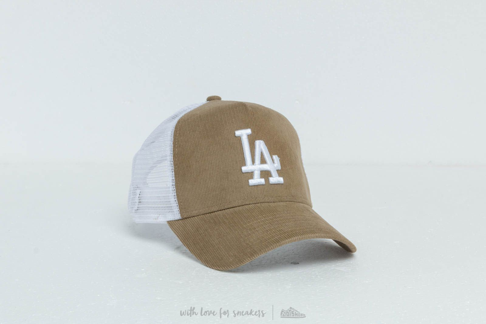competitive price 9c442 bbbd6 New Era A Frame MLB Micro Cord Los Angeles Dodgers Trucker Cap Khaki  White  at