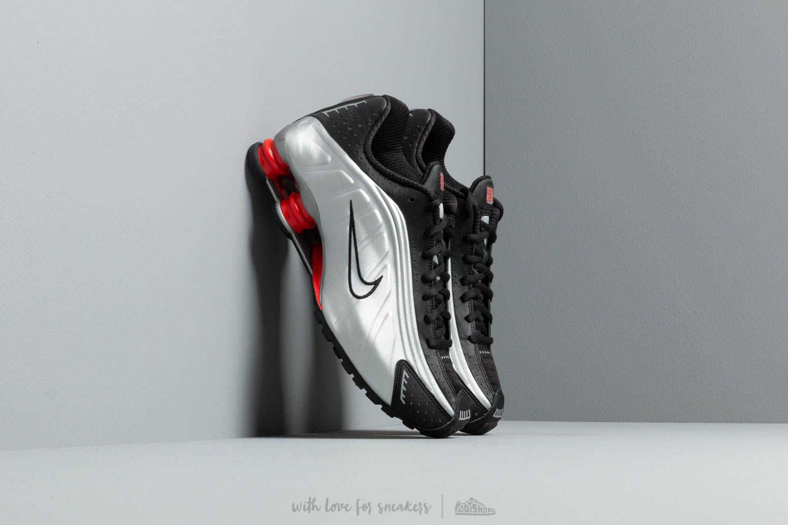 the latest f5858 5f7e5 Nike Shox R4 Black  Metallic Silver at a great price 139 € buy at Footshop