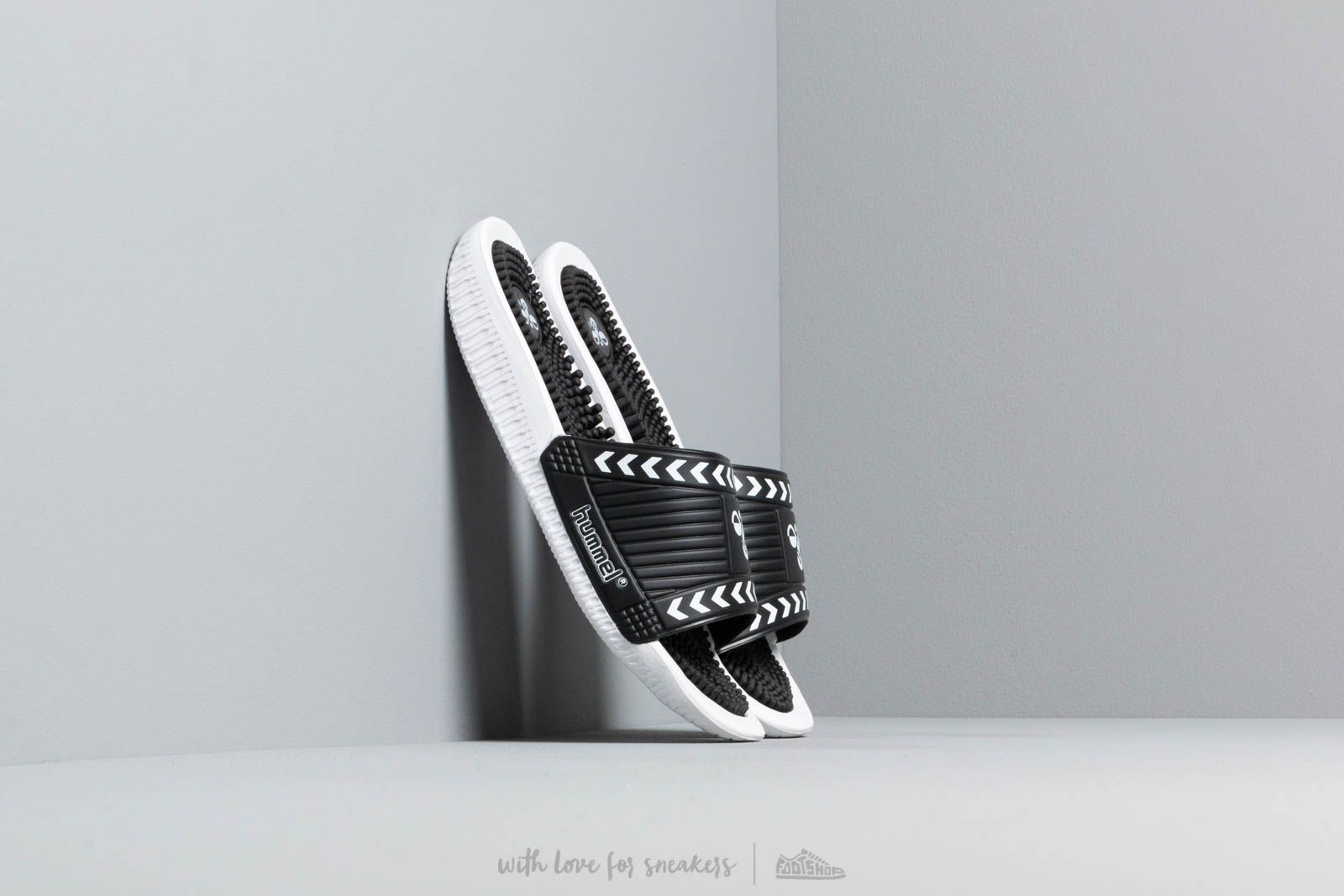 hummel Cam Pool Slide Black at a great price 29 € buy at Footshop