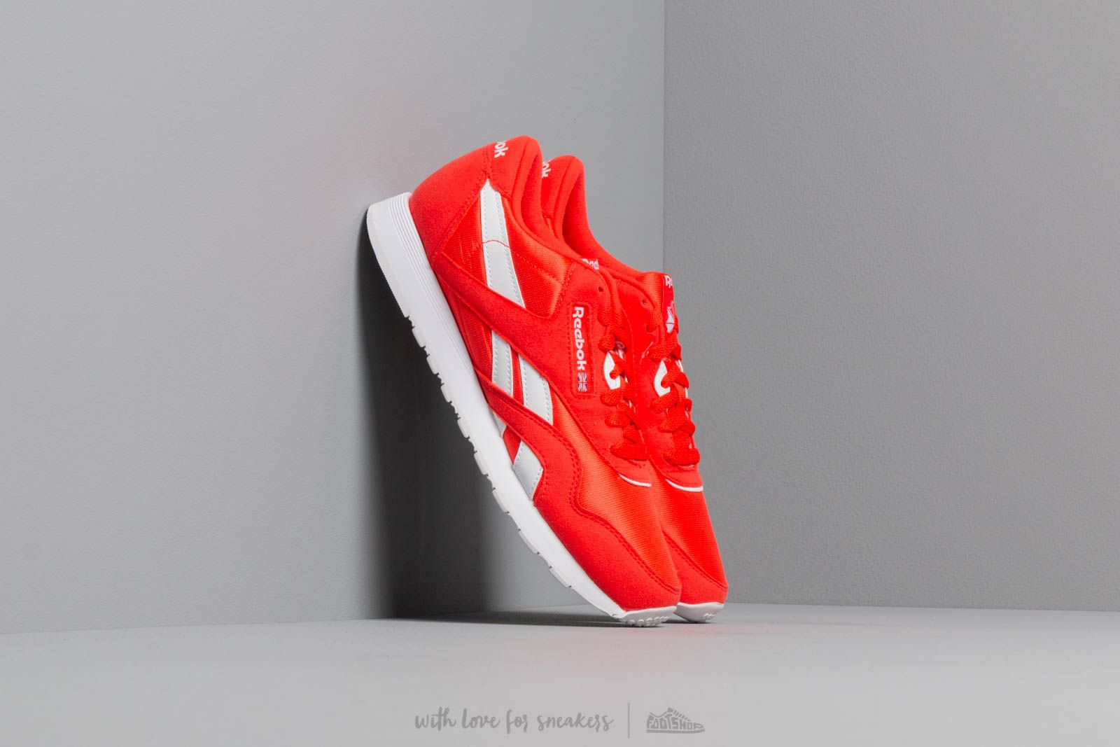 f8b9ecc8156 Reebok Classic Nylon Color Canton Red  White at a great price 72 € buy at