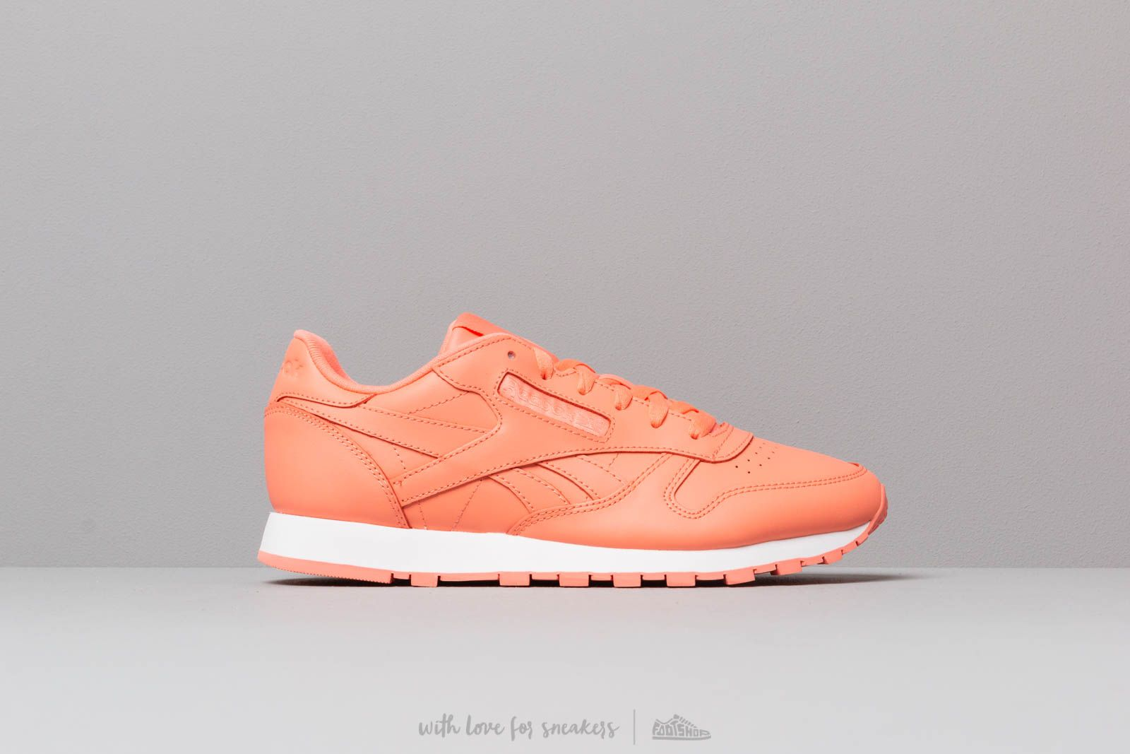 7bfd7b813a0d19 Reebok Classic Leather W Stellar Pink  White at a great price 86 € buy at