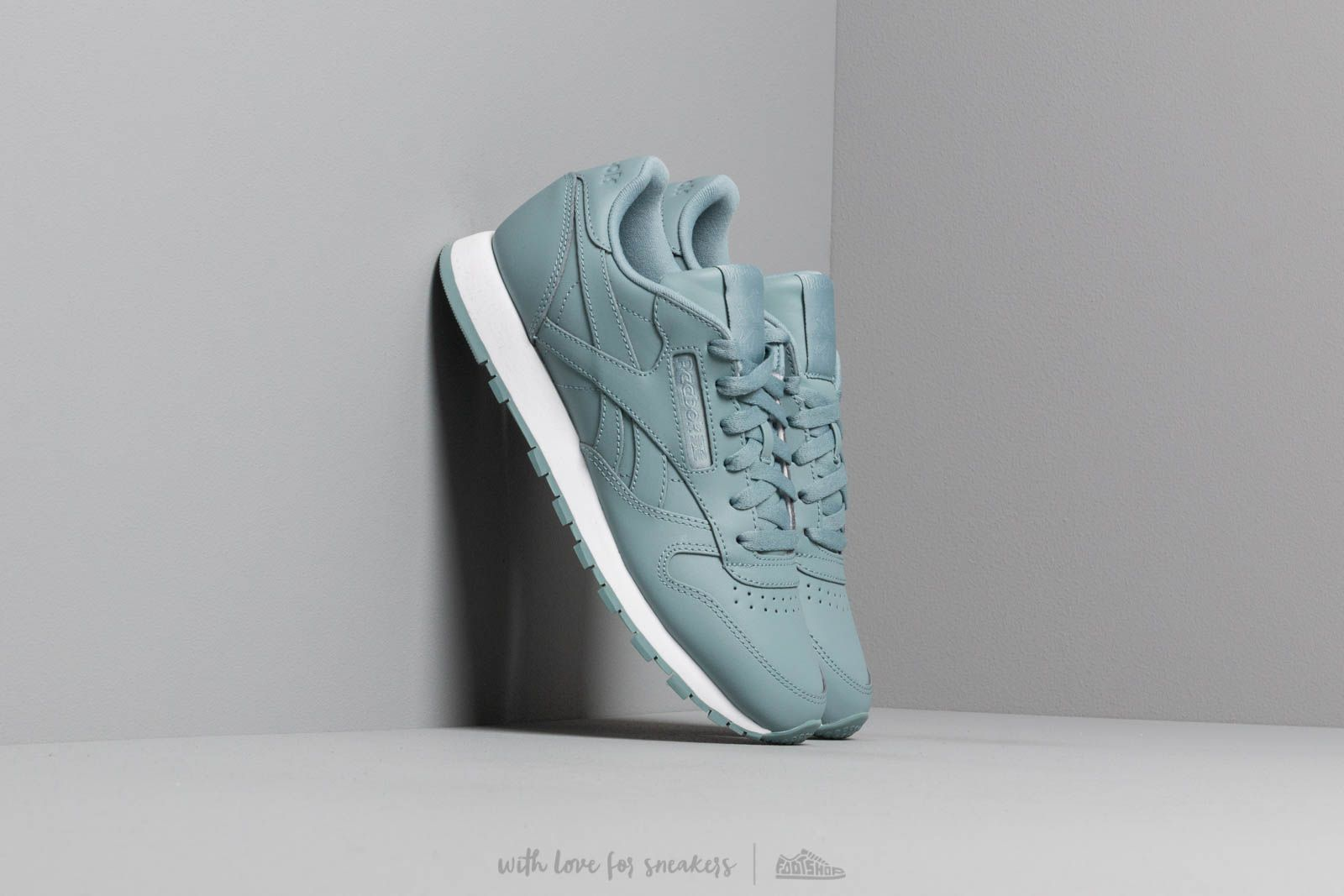 3bf5a7760d8 Reebok Classic Leather W Teal Fog  White at a great price 86 € buy at