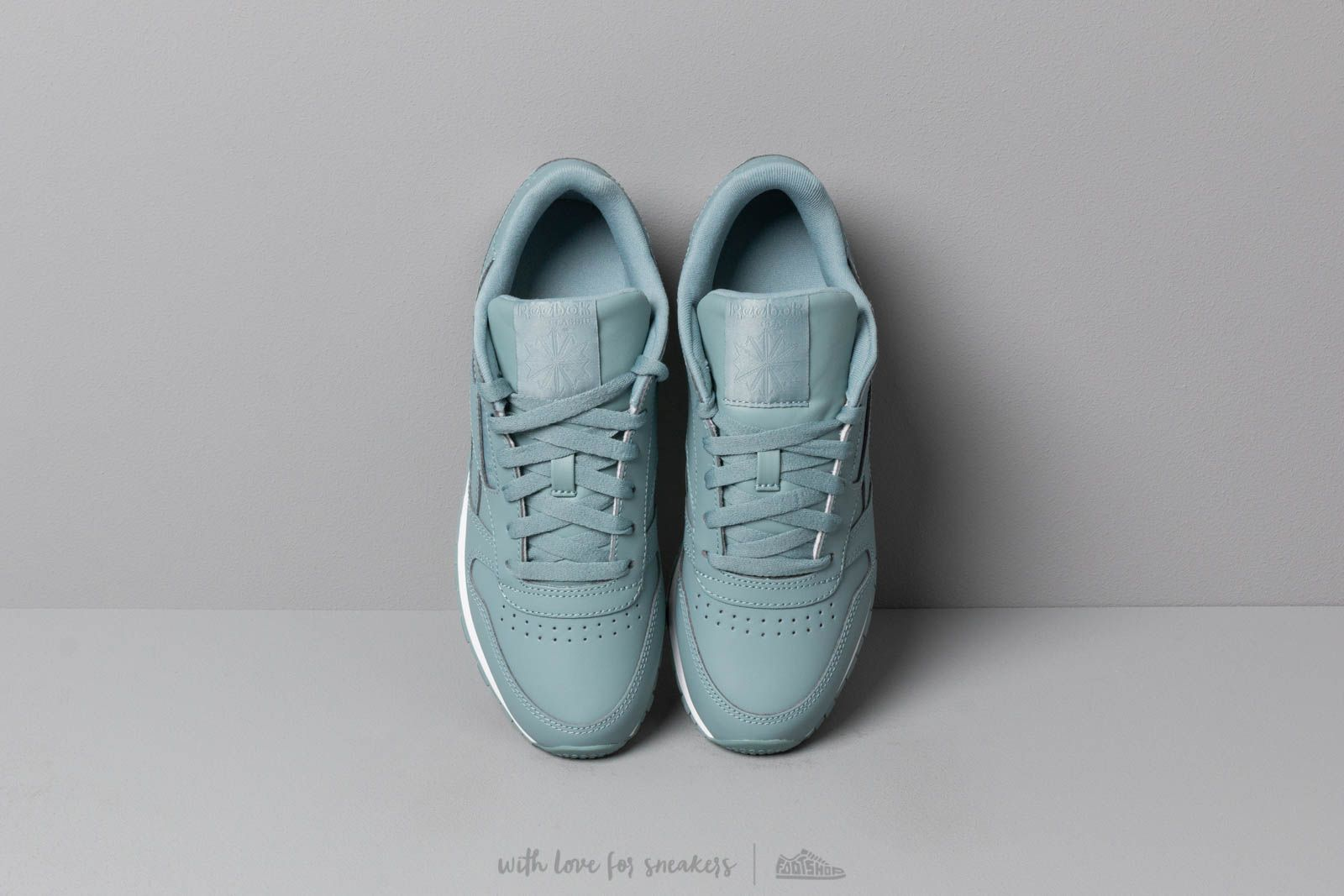 16eca536fd3 Reebok Classic Leather W Teal Fog  White at a great price 86 € bestell bei