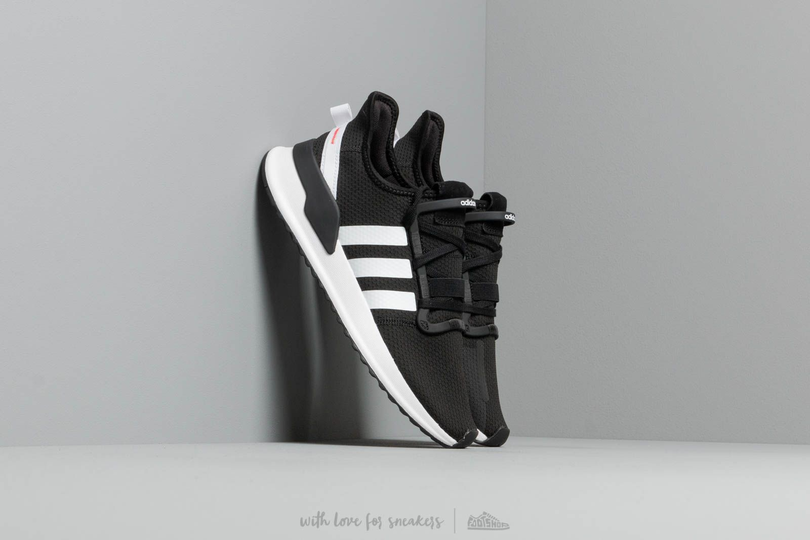 adidas U Path Run Core Black  Ftw White  Shock Red za skvělou cenu 2 ad2db324322