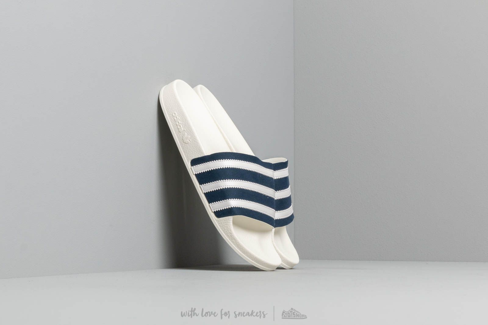 d33aec5e31d8 adidas Adilette Collegiate Navy  Ftw White  Off White at a great price 37 €