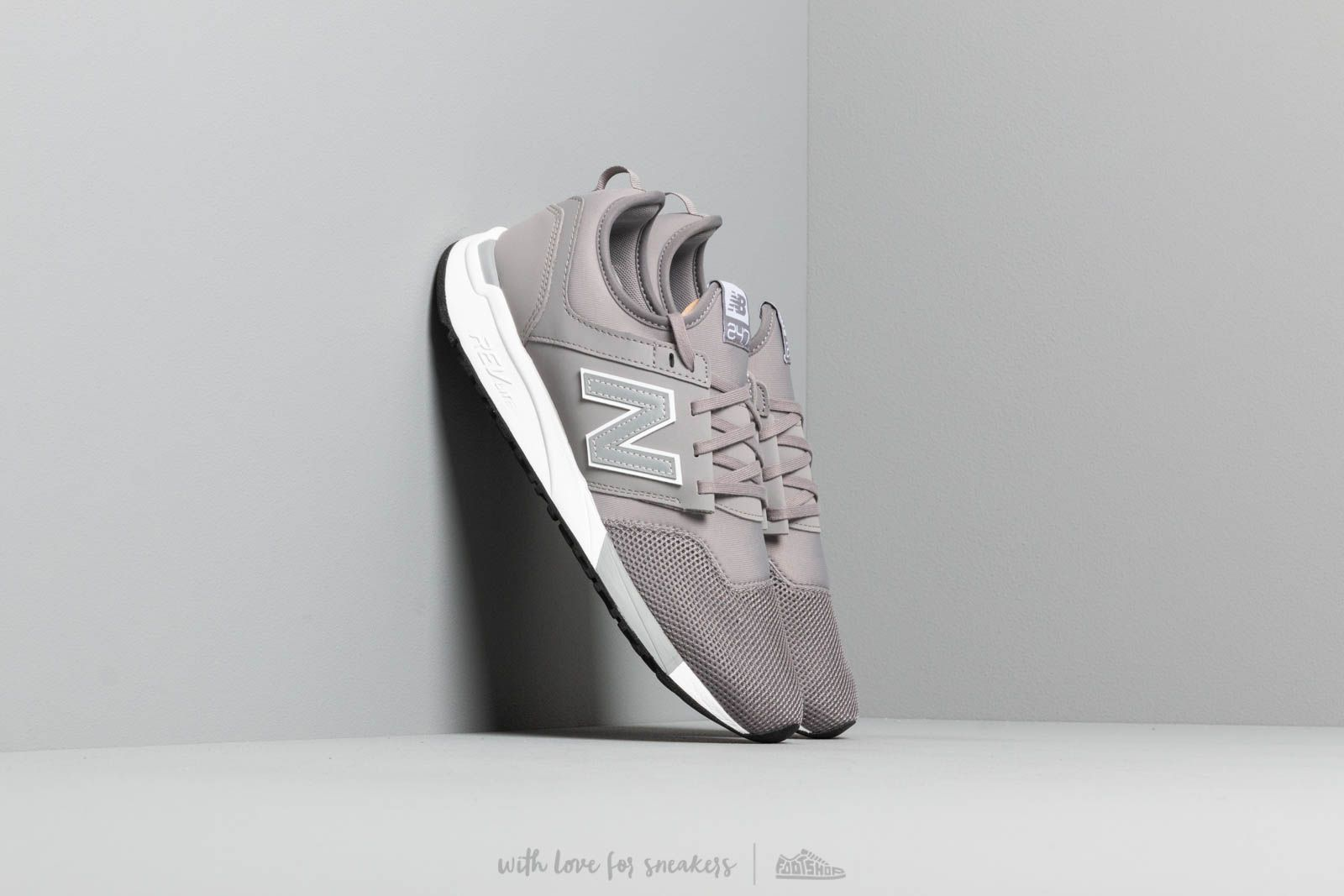 Chaussures et baskets homme New Balance 247 Grey/ White