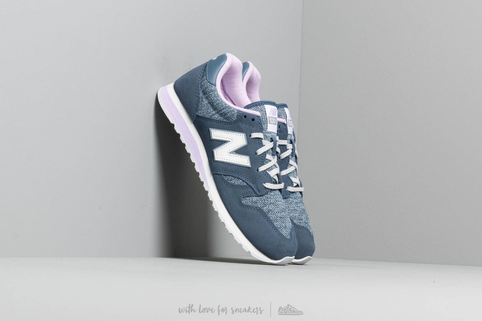 Chaussures et baskets femme New Balance 520 Blue/ Pink