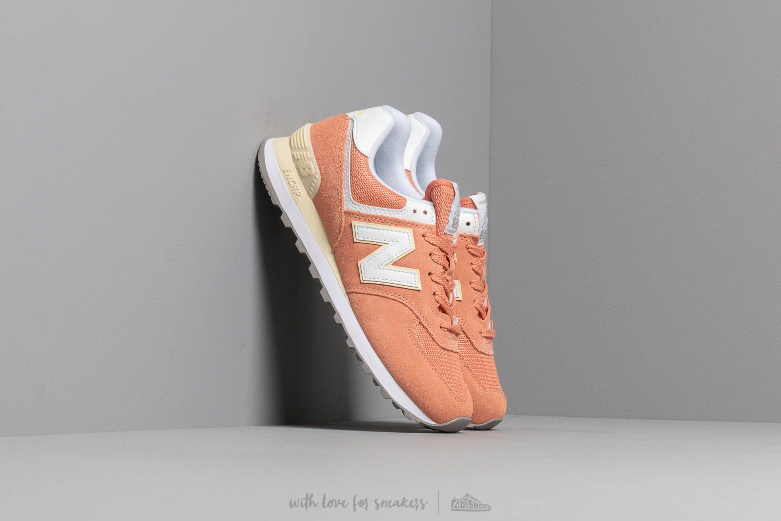 Frauen New Balance 574 Orange/ White