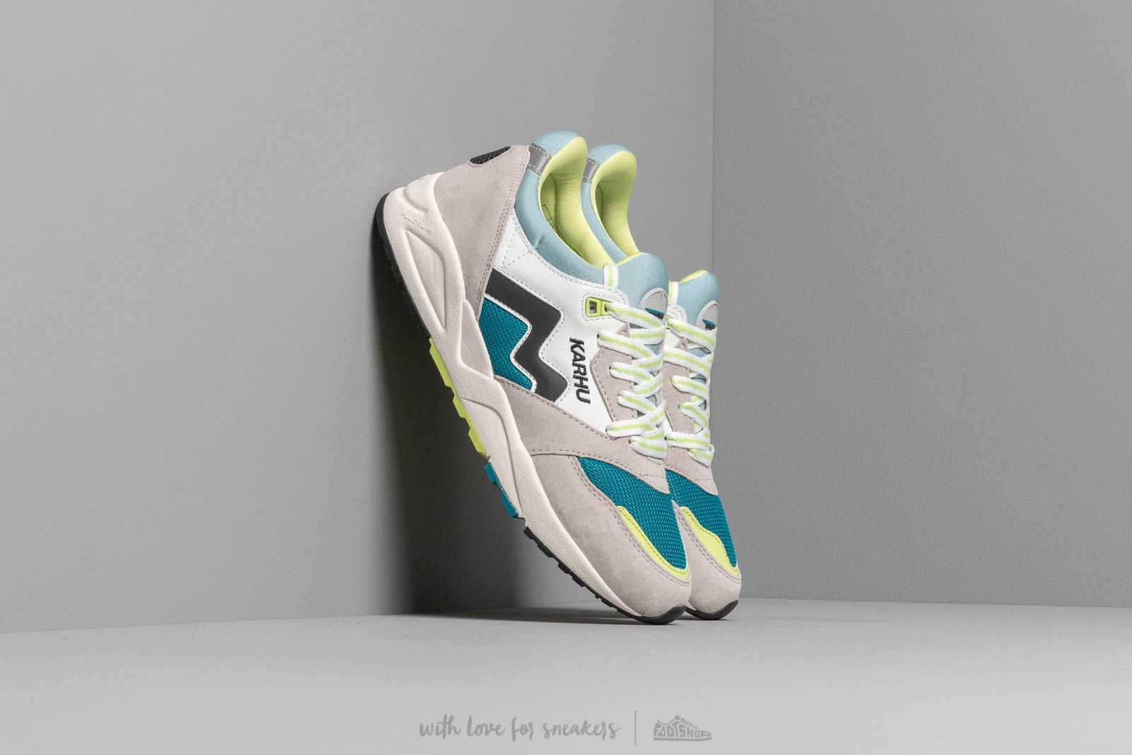 Karhu Aria Bright White/ Ocean Depths at a great price 110 € buy at Footshop
