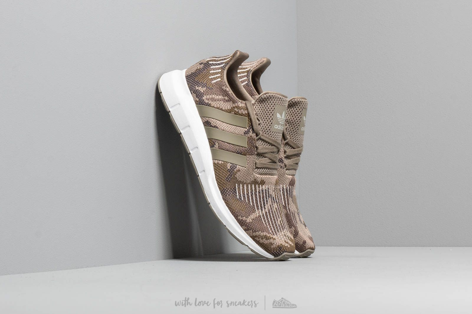adidas Swift Run Trace Cargo/ Trace Cargo/ Ftw White at a great price 2 738 ГРН купите на Footshop.ua