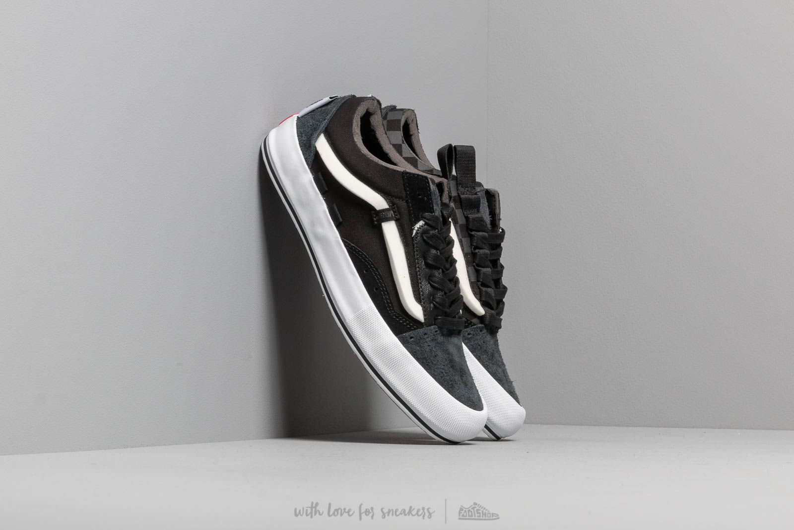 Moški čevlji Vans Old Skool Cap LX (Regrind) Black/ True White
