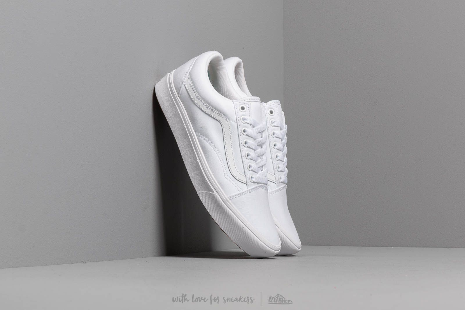 e4a20b1c420ed Vans ComfyCush Old Skool (Classic) True White/ True at a great price 85