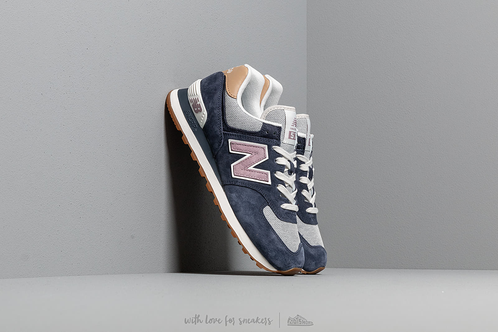 New Balance 574 Navy/ Cashmere at a great price 92 € buy at Footshop