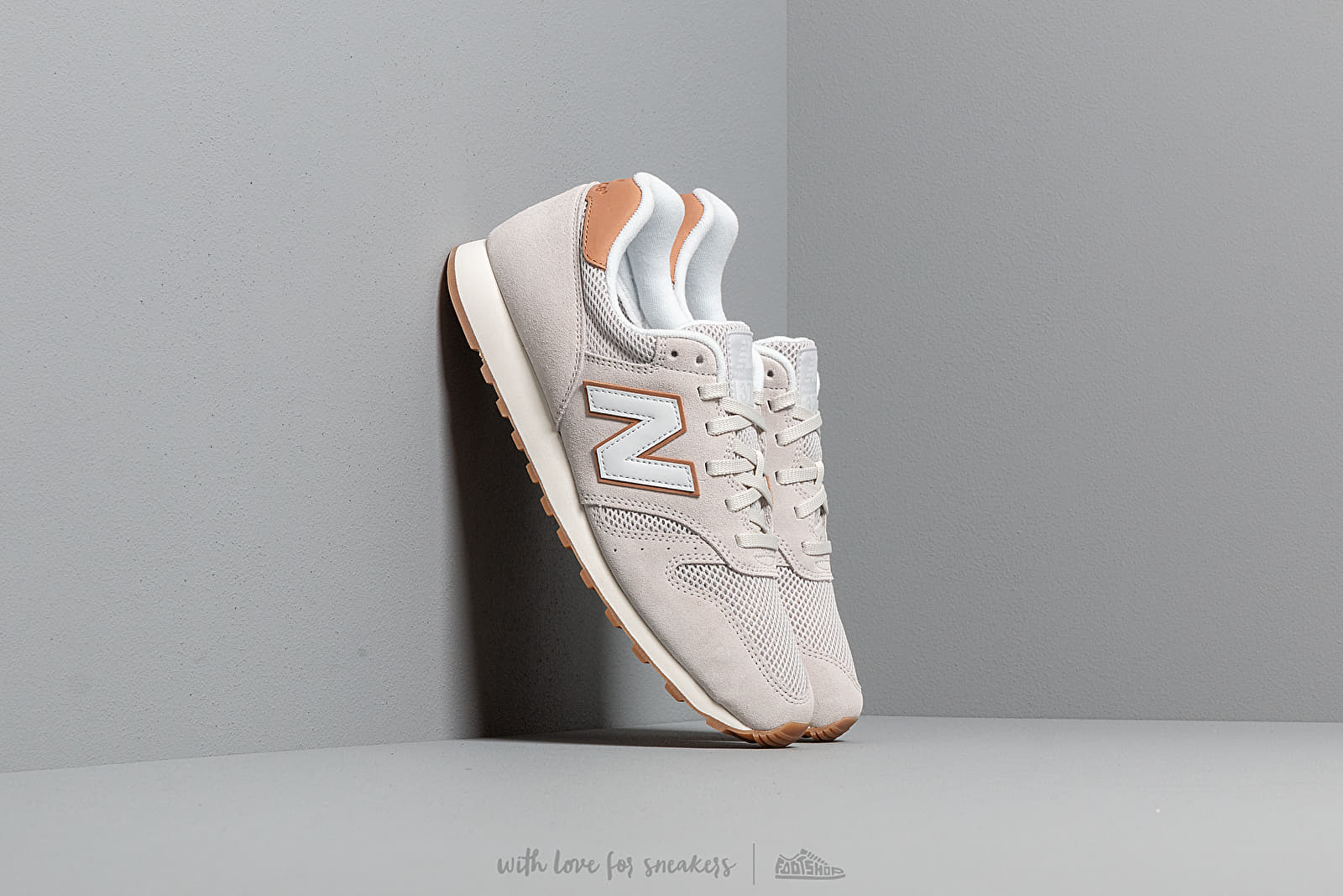 new styles 0a6bf d62df New Balance 373 Brown  White at a great price 77 € buy at Footshop