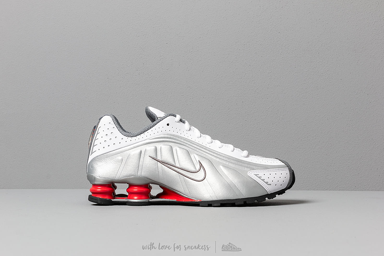 Nike Shox R4 White  Metallic Silver at a great price 139 € buy at Footshop 781d93cc0