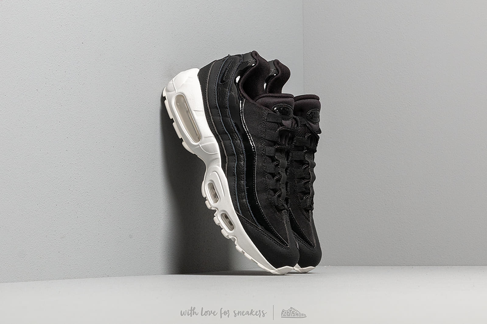 3ed2798f585f7 Nike Wmns Air Max 95 Se Black  Black-Summit White-Platinum Tint ...