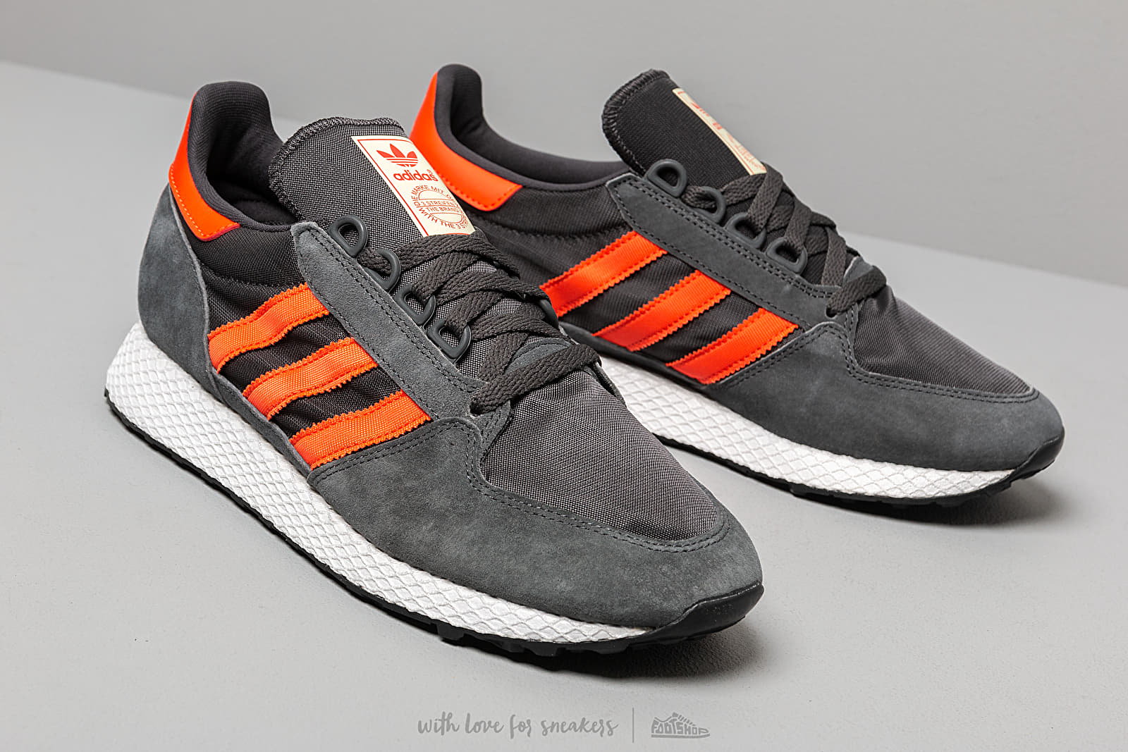adidas Originals Forest Grove Sneakers CarbonActive OrangeEasy Yellow