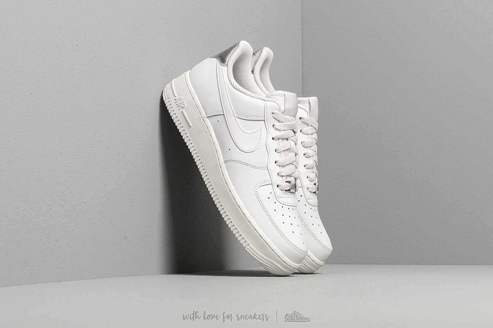 93aeb1612 Nike Wmns Air Force 1 '07 Essential Platinum Tint/ Platinum Tint ...