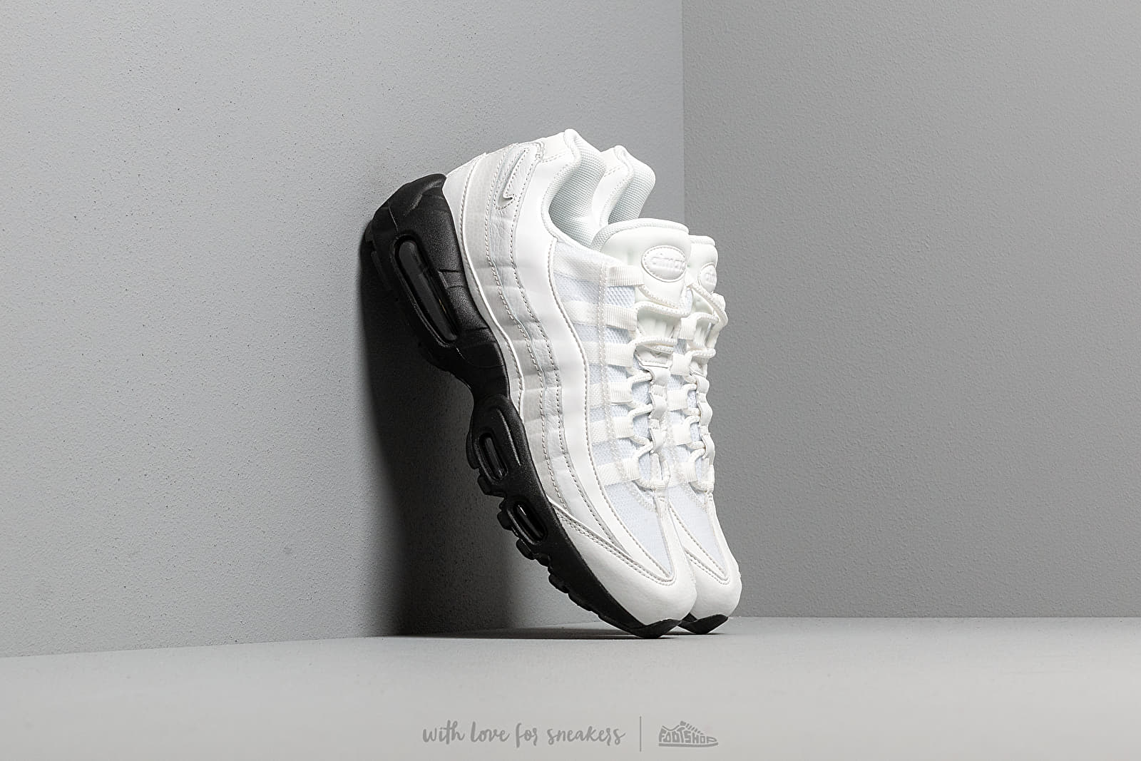 Chaussures et baskets femme Nike Wmns Air Max 95 Se Summit White/ Summit White-Black