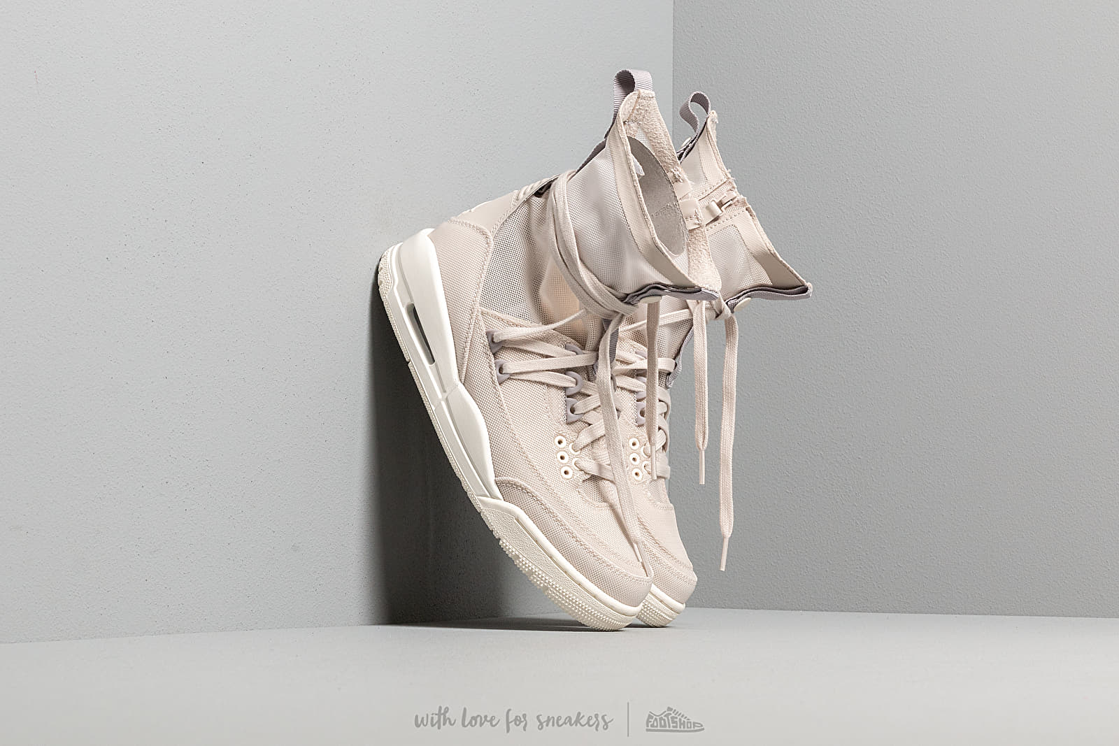 Air Jordan W 3 Retro Exp Lite XX Desert Sand/ Pale Ivory-Pale Ivory at a great price 136 € buy at Footshop