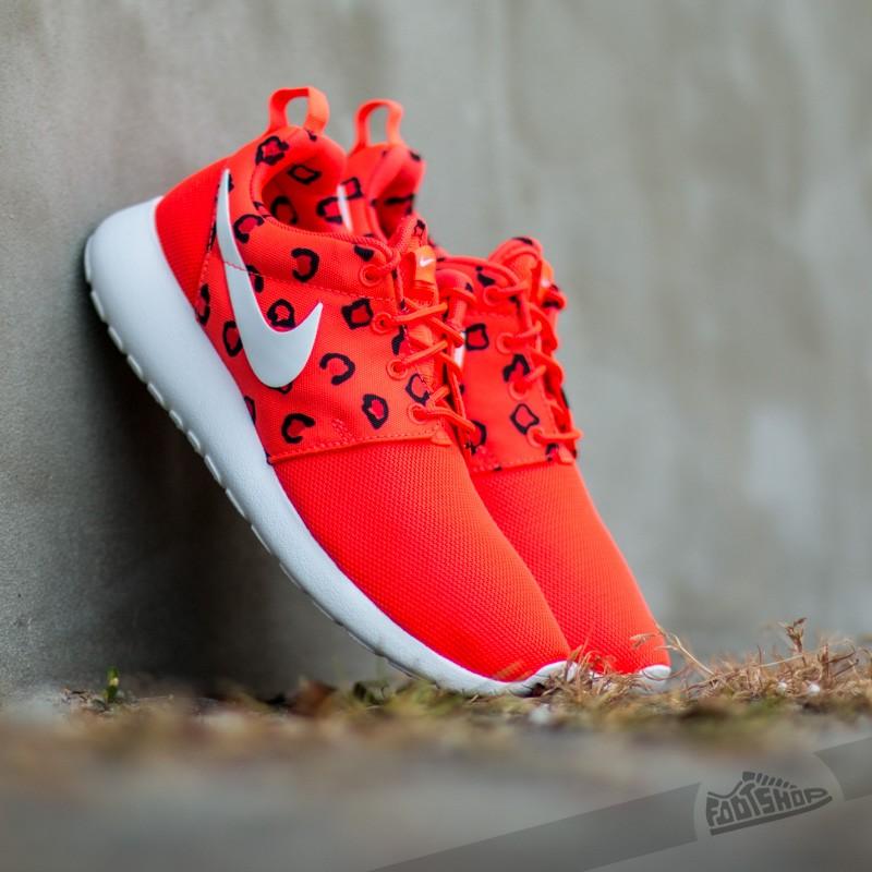 the latest c1093 da767 Wmns Nike Roshe One Print Bright Crimson Hot Lava