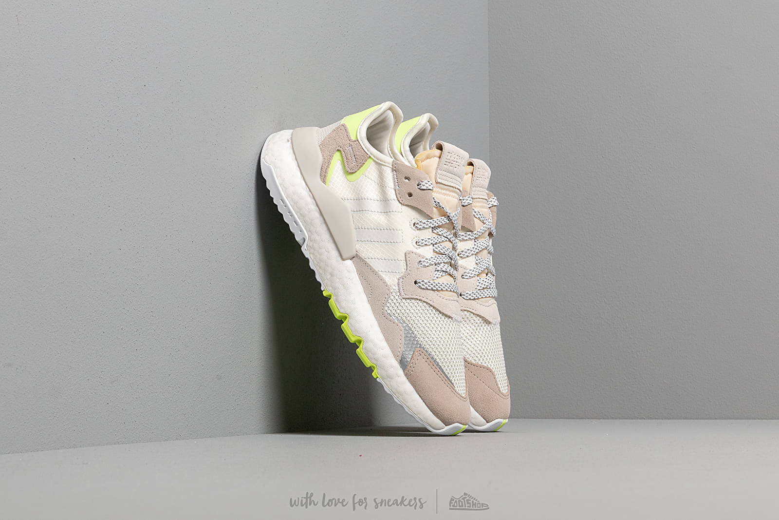 adidas Nite Jogger W Off White/ Ftw White/ Hi-Res Yellow za skvělou cenu 3 390 Kč koupíte na Footshop.cz