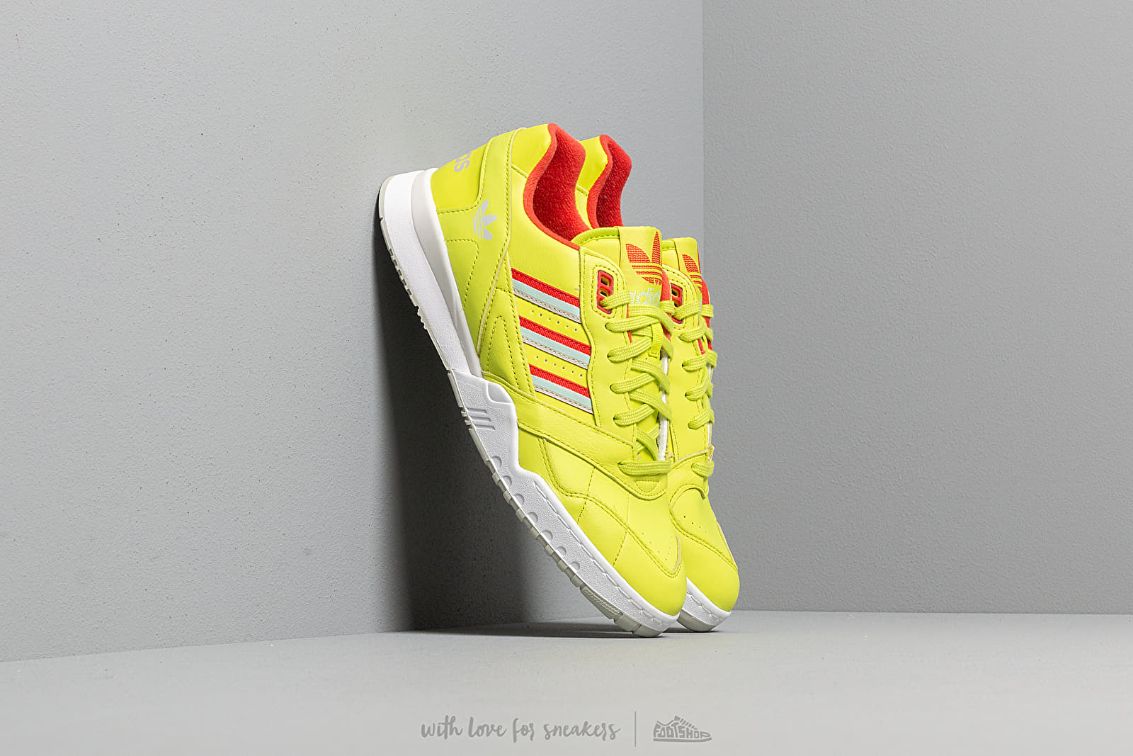 Chaussures et baskets homme adidas A.R. Trainer Semi Solar Yellow/ Lush Red/ Vapor Green