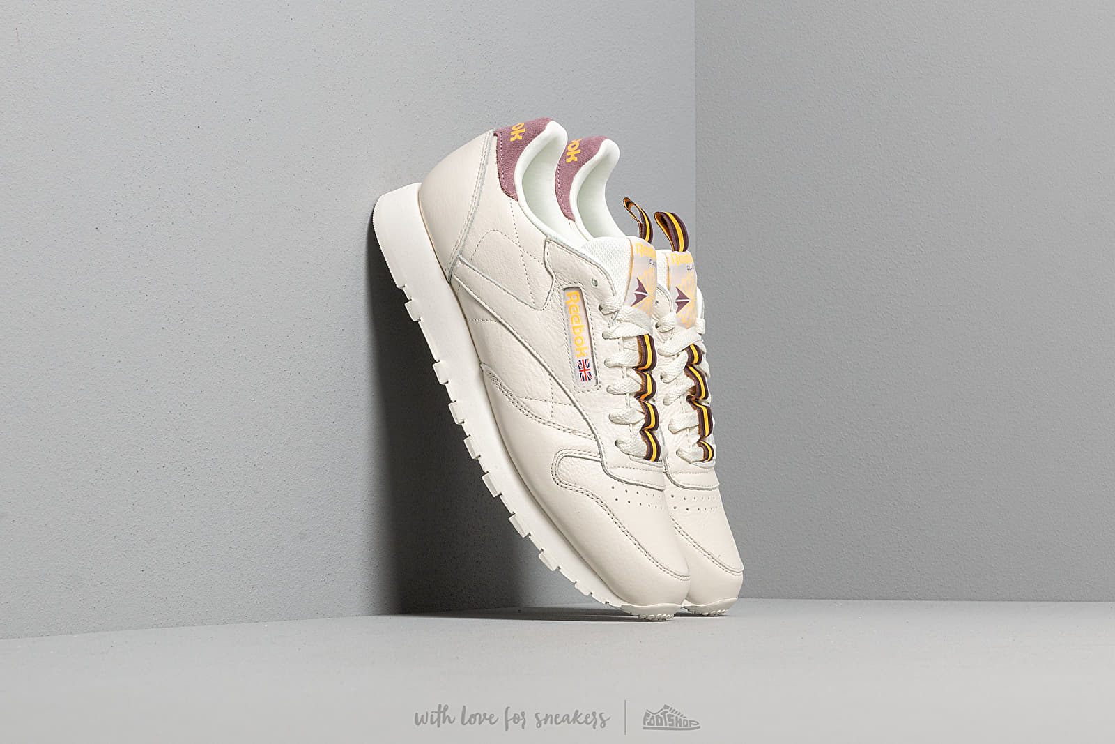 3028c3a79236a Reebok Classic Leather MU Chalk  Orchid  Gold  Earth at a great price £