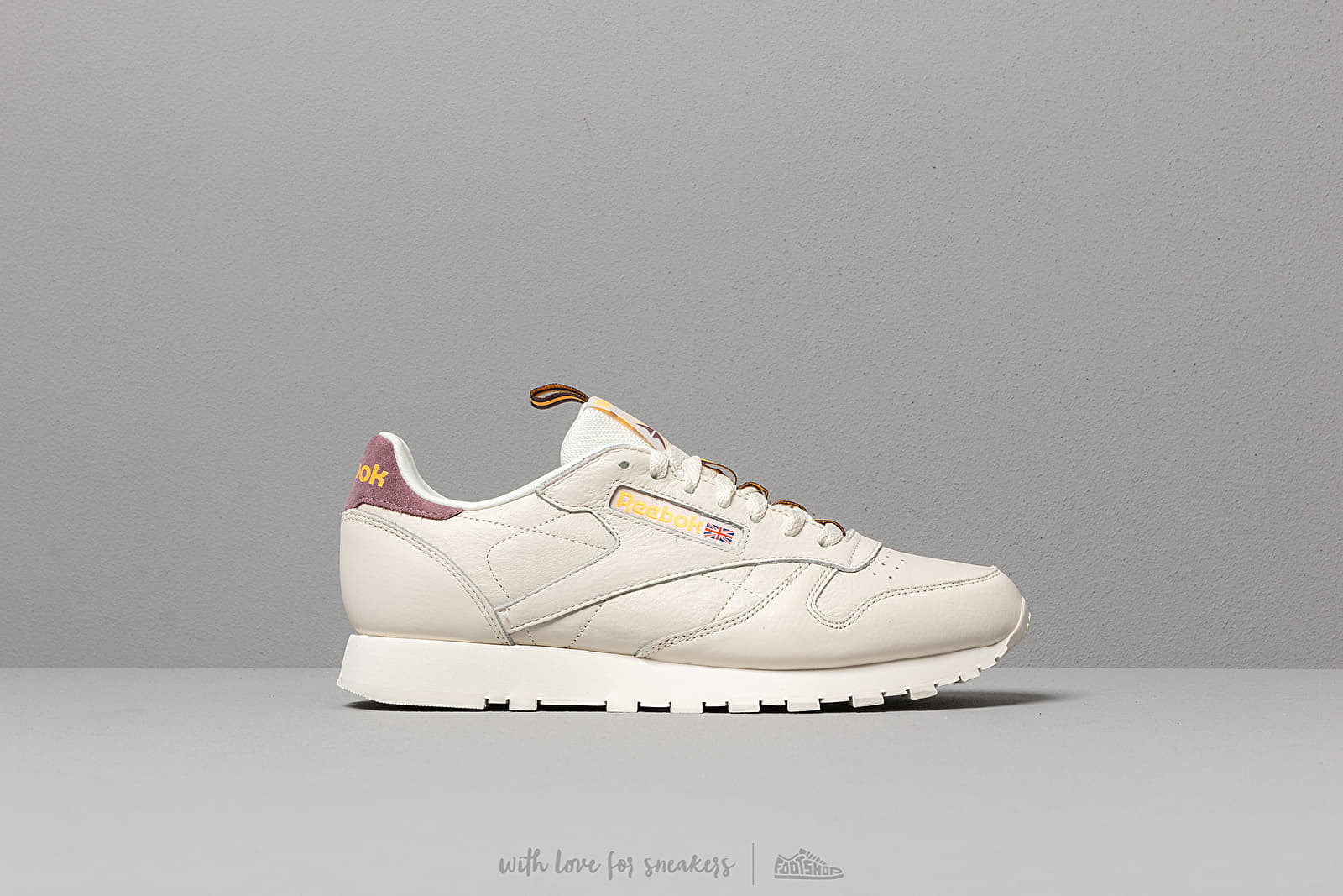 e2156d47f29 Reebok Classic Leather MU Chalk  Orchid  Gold  Earth at a great price 95