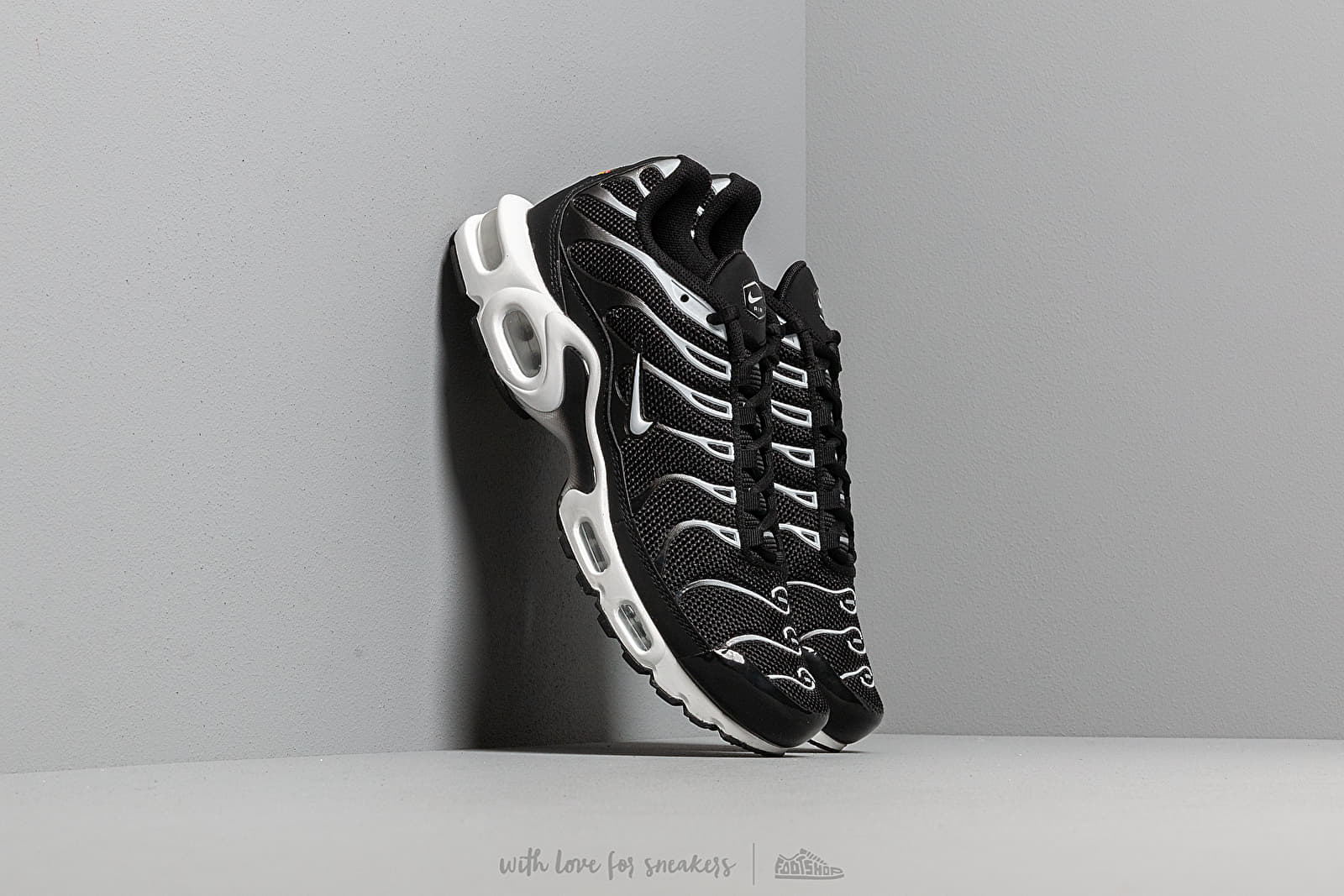 33f98c7df5ebe Nike Air Max Plus Black  White-Black at a great price 158 € buy