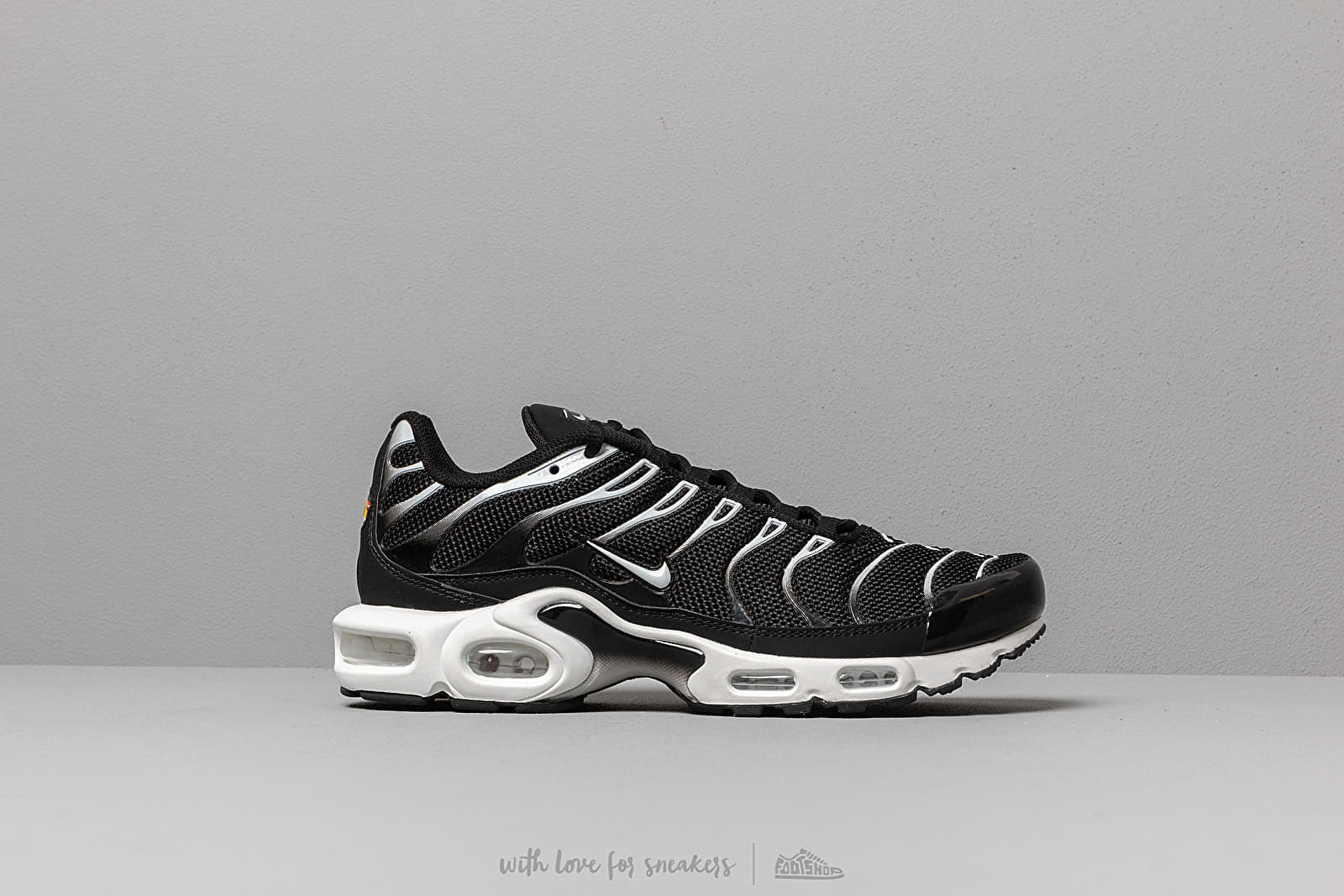 37c64ce17e69c Nike Air Max Plus Black  White-Black at a great price 158 € buy