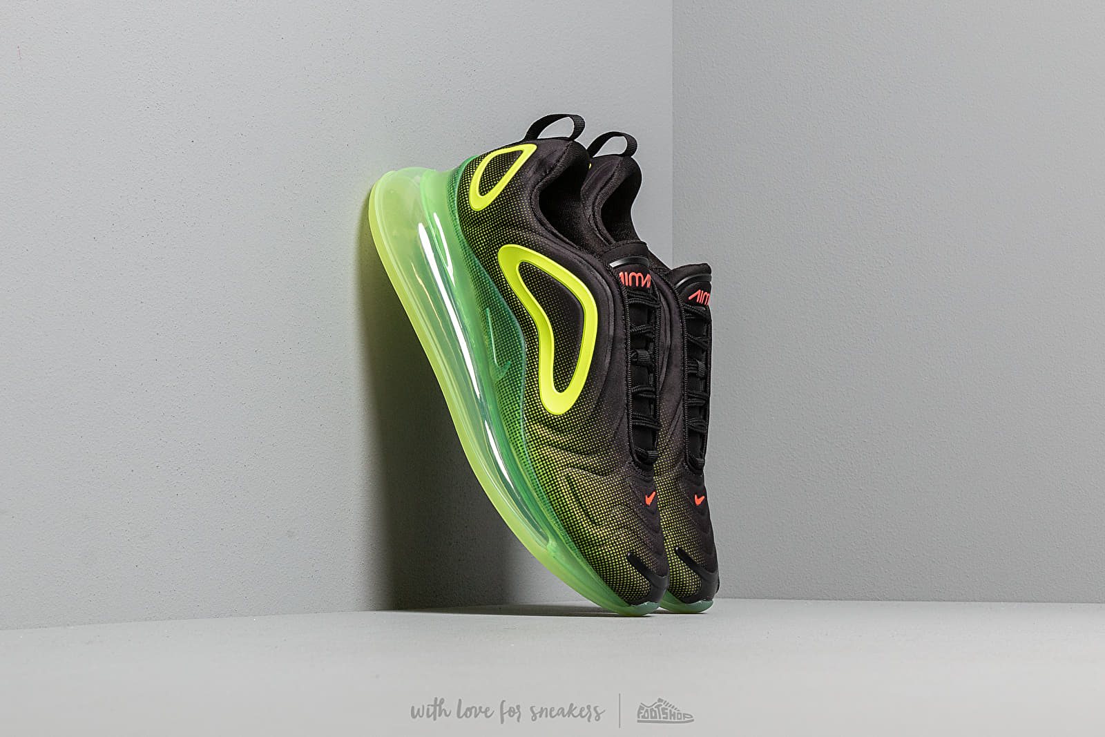 official photos 07dc4 a9454 Nike Air Max 720 Black  Bright Crimson-Volt at a great price 180 €