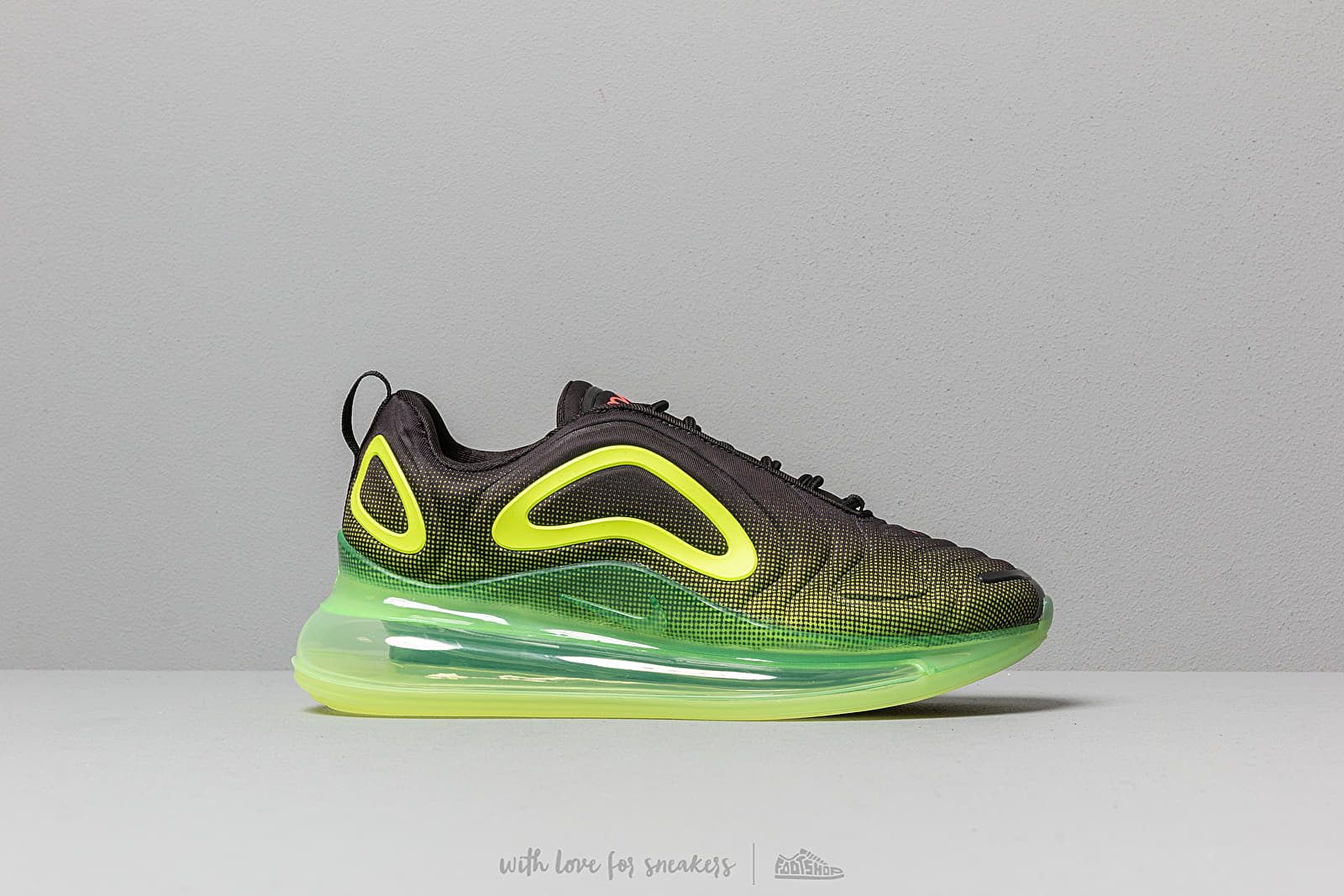 official photos 26ac4 a7636 Nike Air Max 720 Black  Bright Crimson-Volt at a great price 180 €