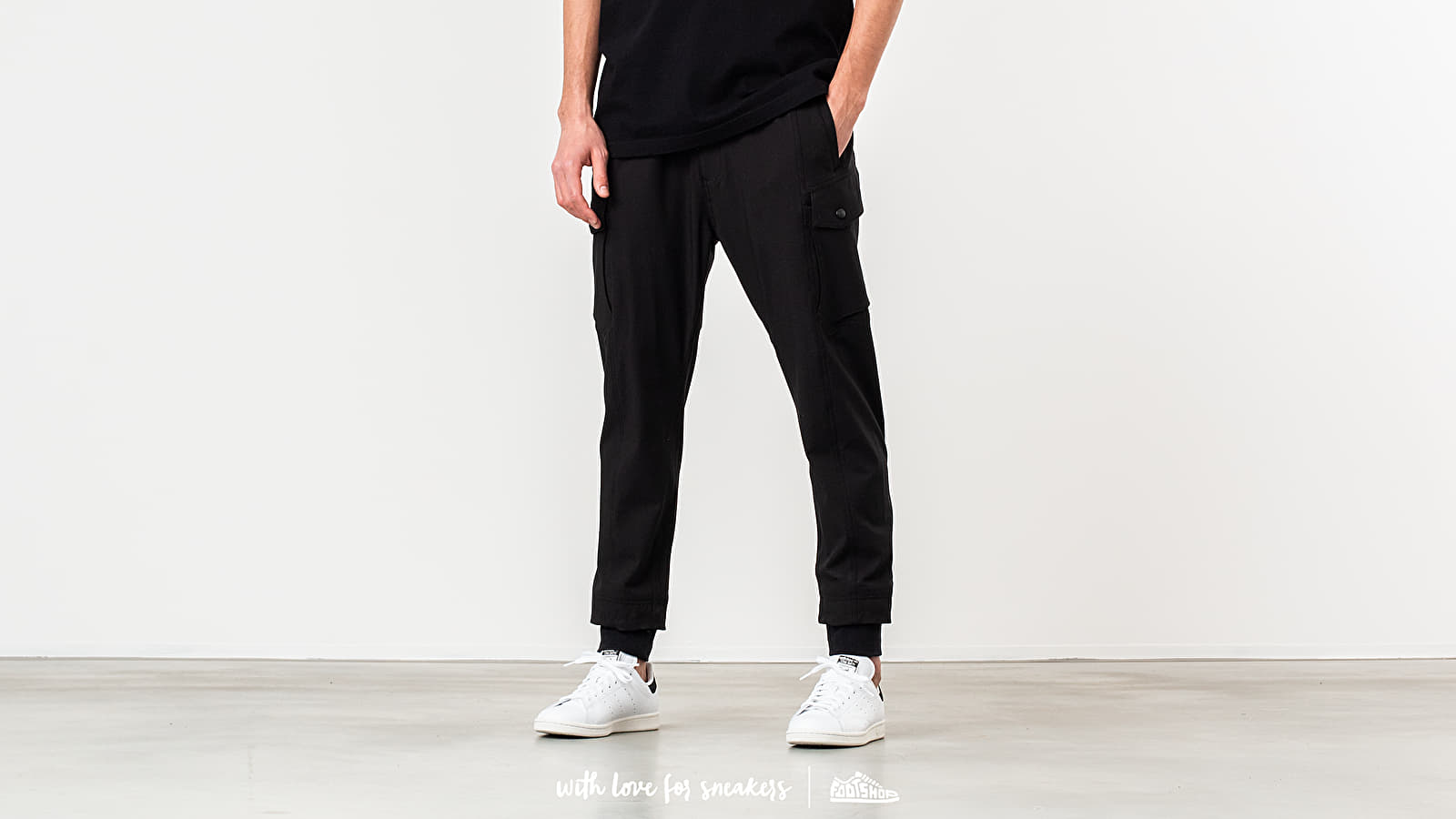 White Moutaineering Military Pants Black at a great price 498 € buy at Footshop