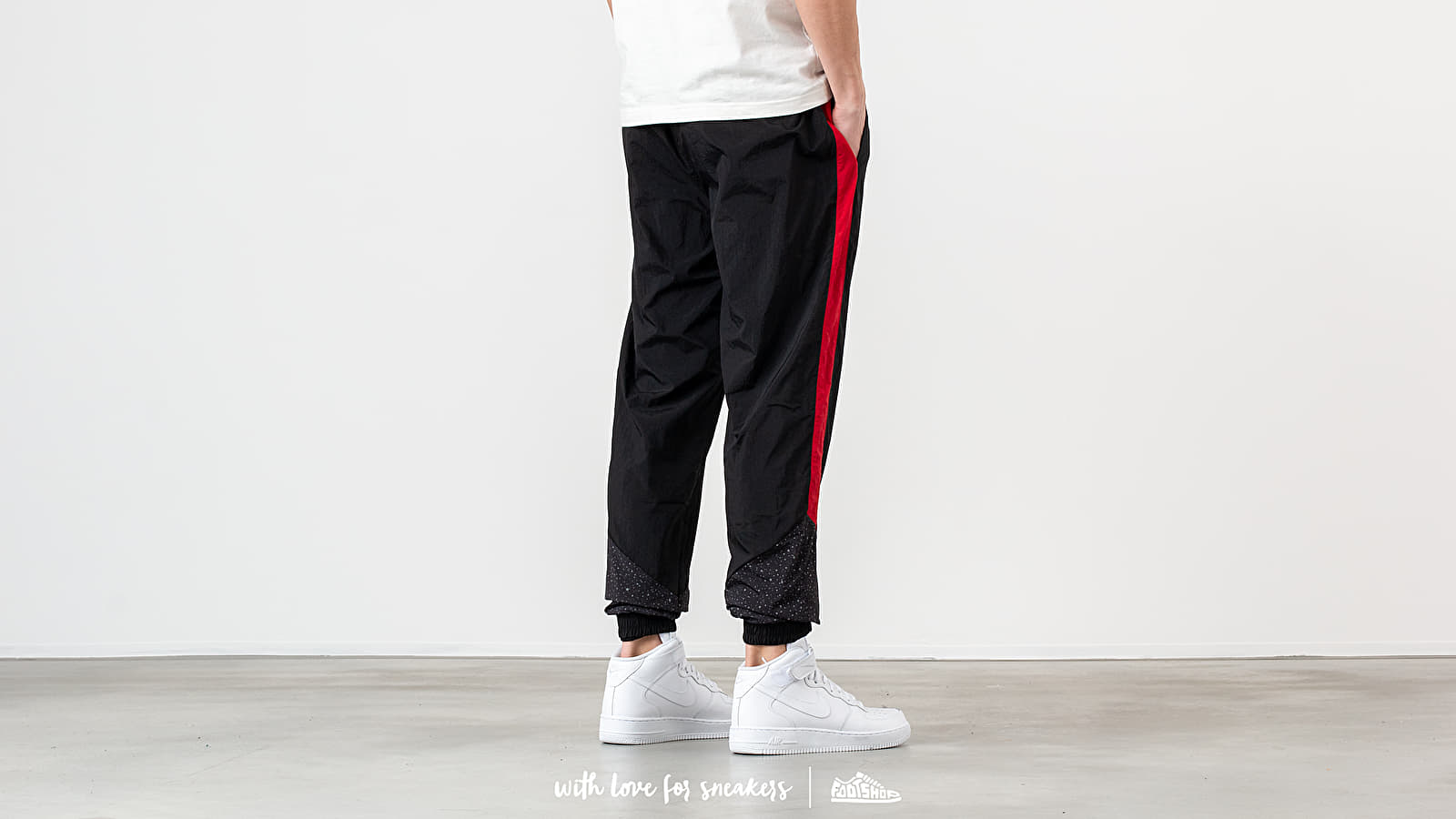 6e645fa7235 Jordan Diamond Cement Pants Black/ Gym Red at a great price 79 € buy at
