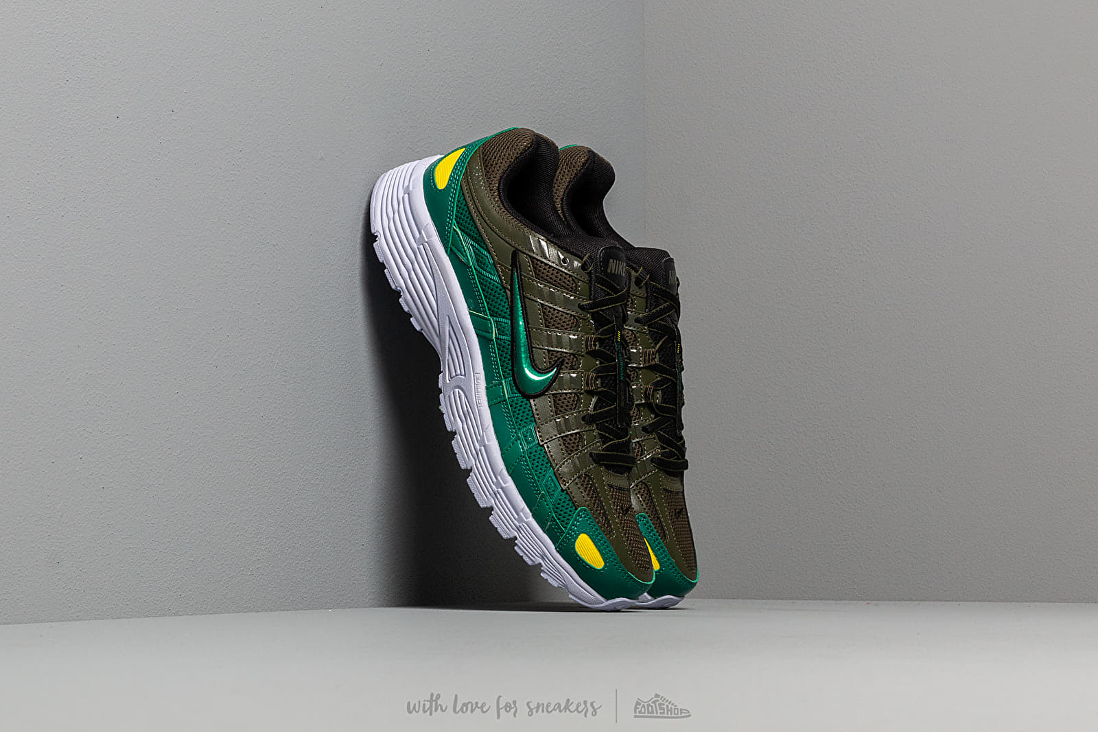 Women's shoes Nike W P-6000 Cargo Khaki/ Mystic Green-Black