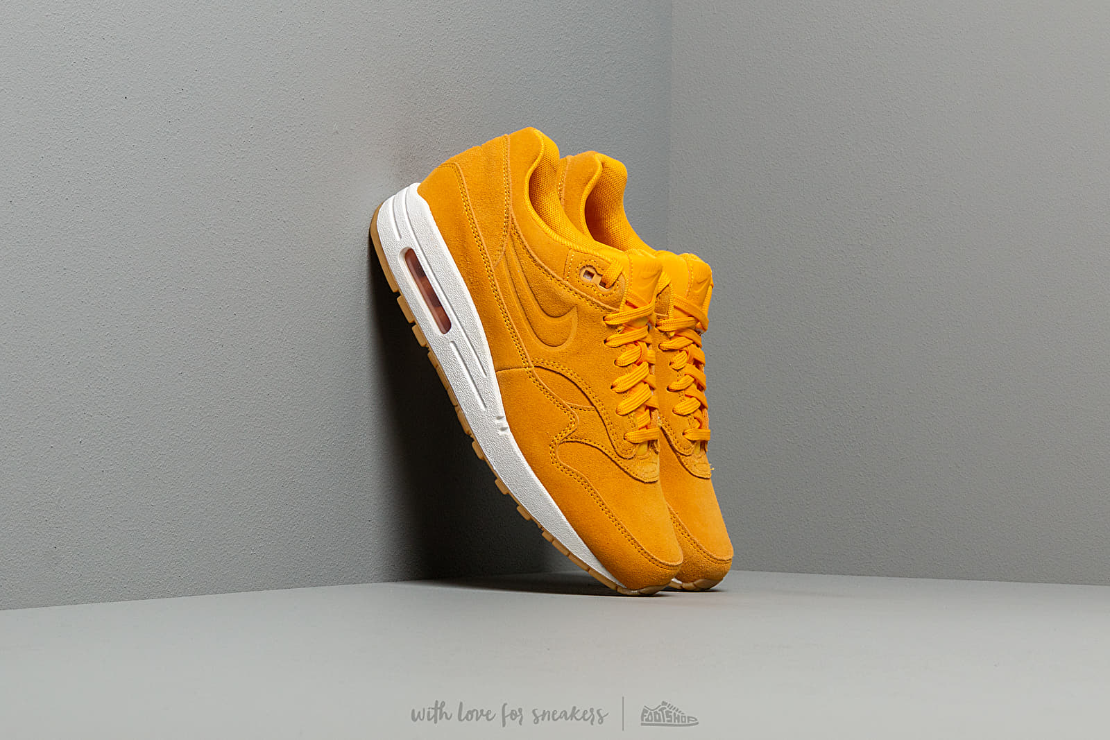 online retailer a5d3d da343 Nike Wmns Air Max 1 Premium University Gold  University Gold at a great  price 136