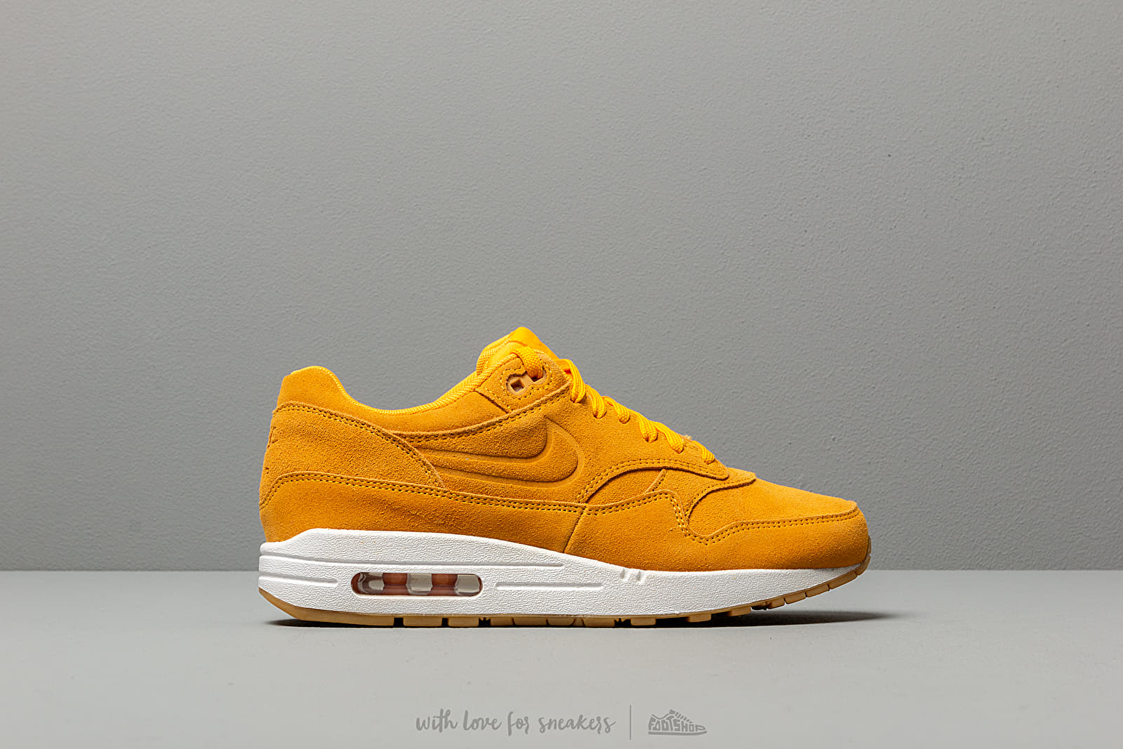 online retailer 8f786 eb228 Nike Wmns Air Max 1 Premium University Gold  University Gold at a great  price 136