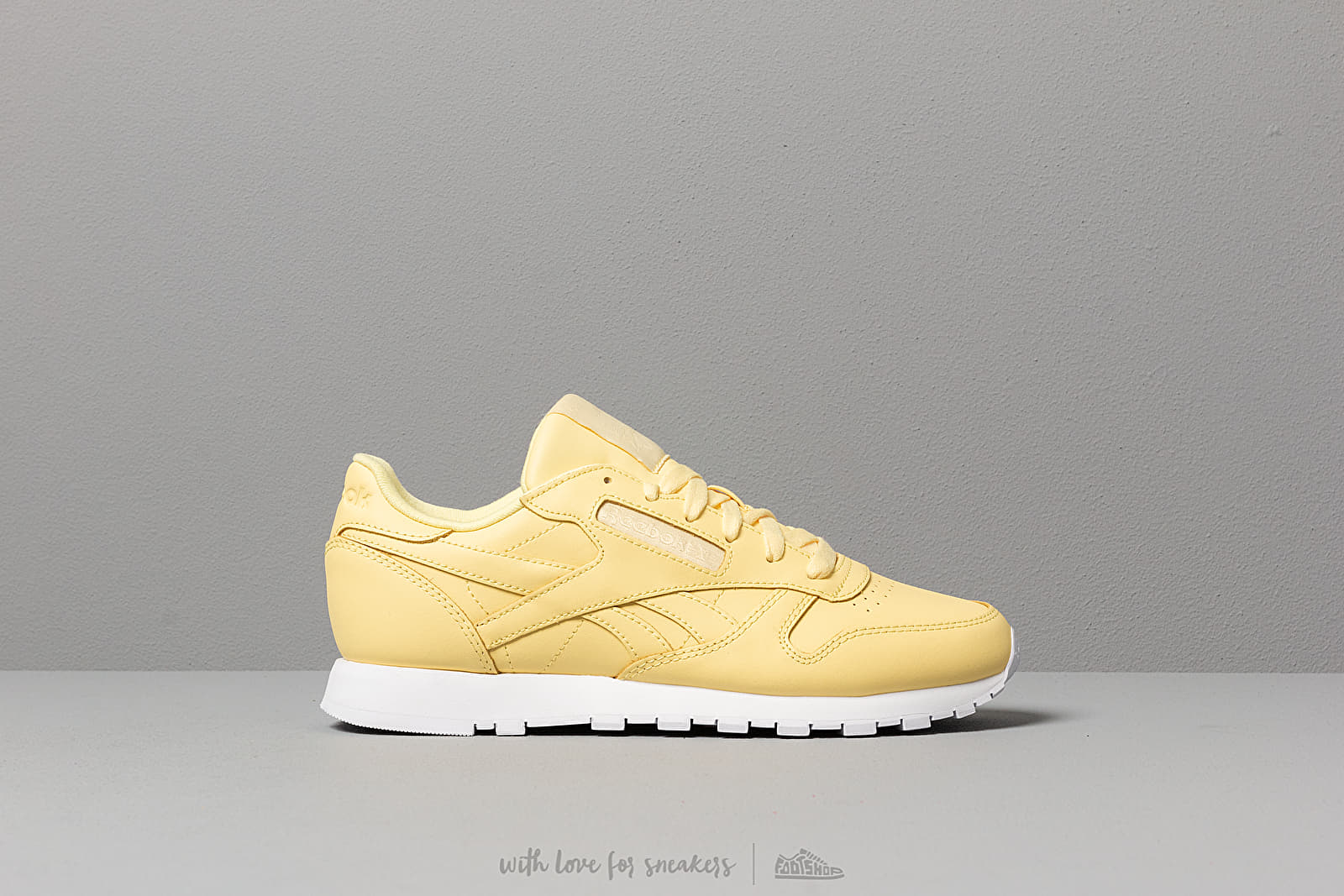 6f2562c414b32 Reebok CL Leather Filtered Yellow  White at a great price 86 € buy at  Footshop