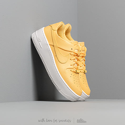 nike w air force 1 sage low topaz gold/ topaz gold-white
