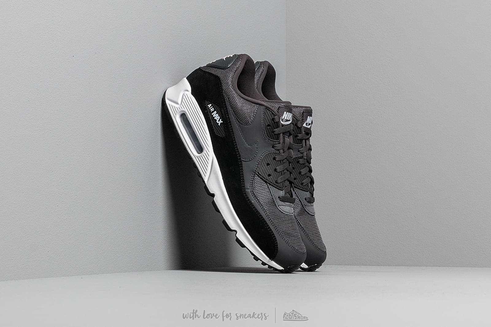 superior quality 89a38 895a9 Nike Air Max 90 Essential Anthracite  White-Black at a great price 132 €