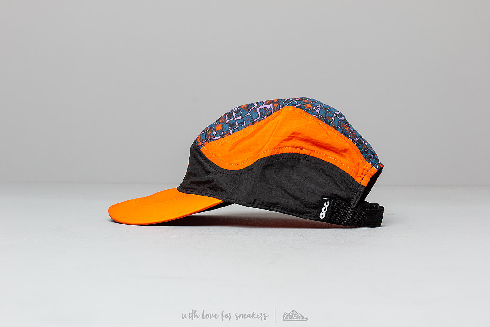 finest selection f1907 1ade5 Nike ACG Tailwind Cap Black  Safety Orange at a great price 33 € buy at